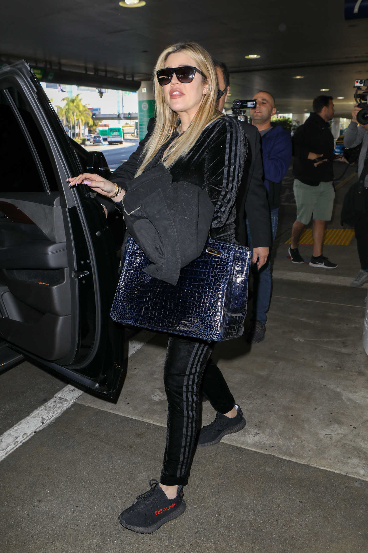 Khloe Kardashian Arrives at LAX Airport in Los Angeles 01/28/2018