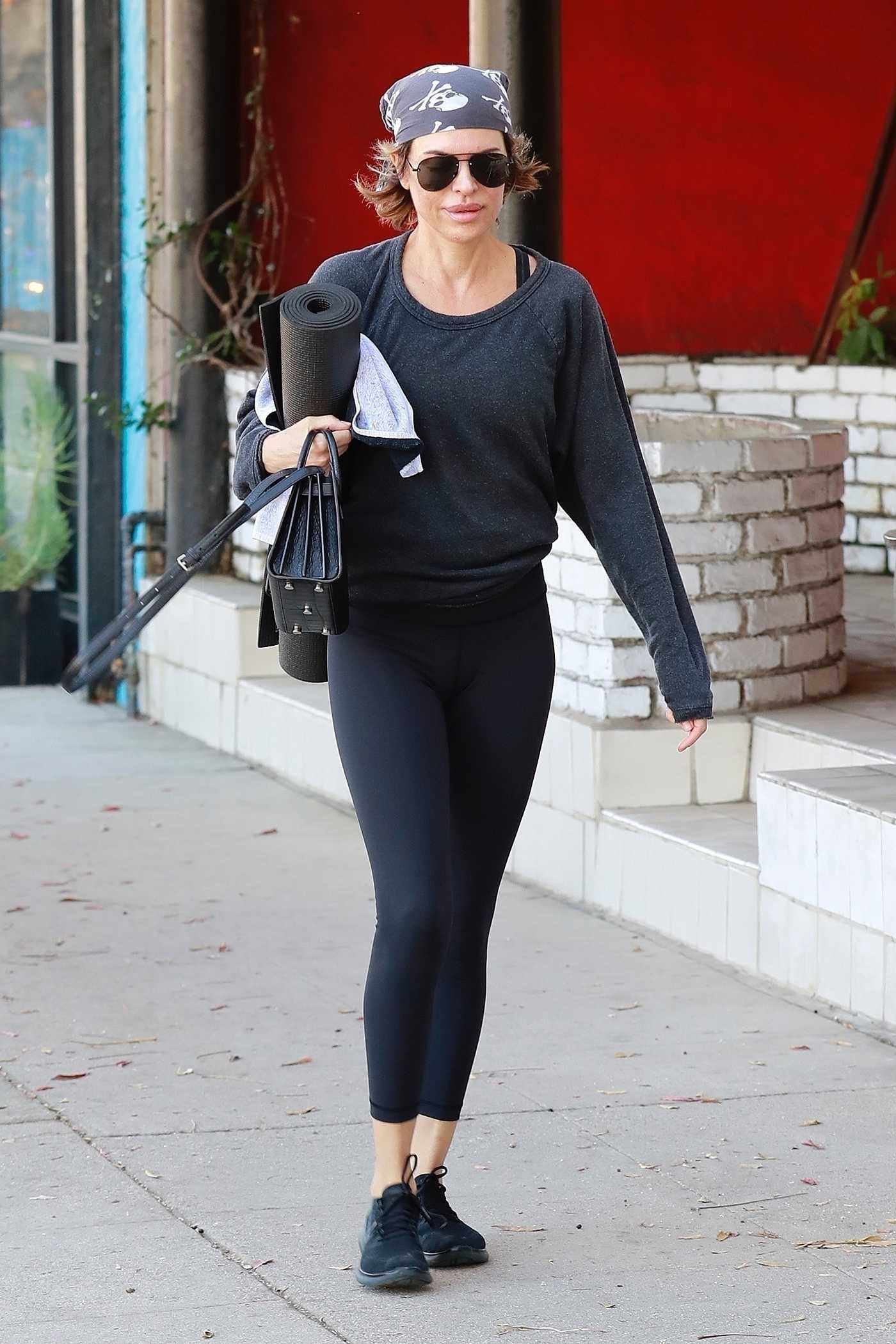Lisa Rinna Arrives at a Yoga Class in Studio City 12/30/2017