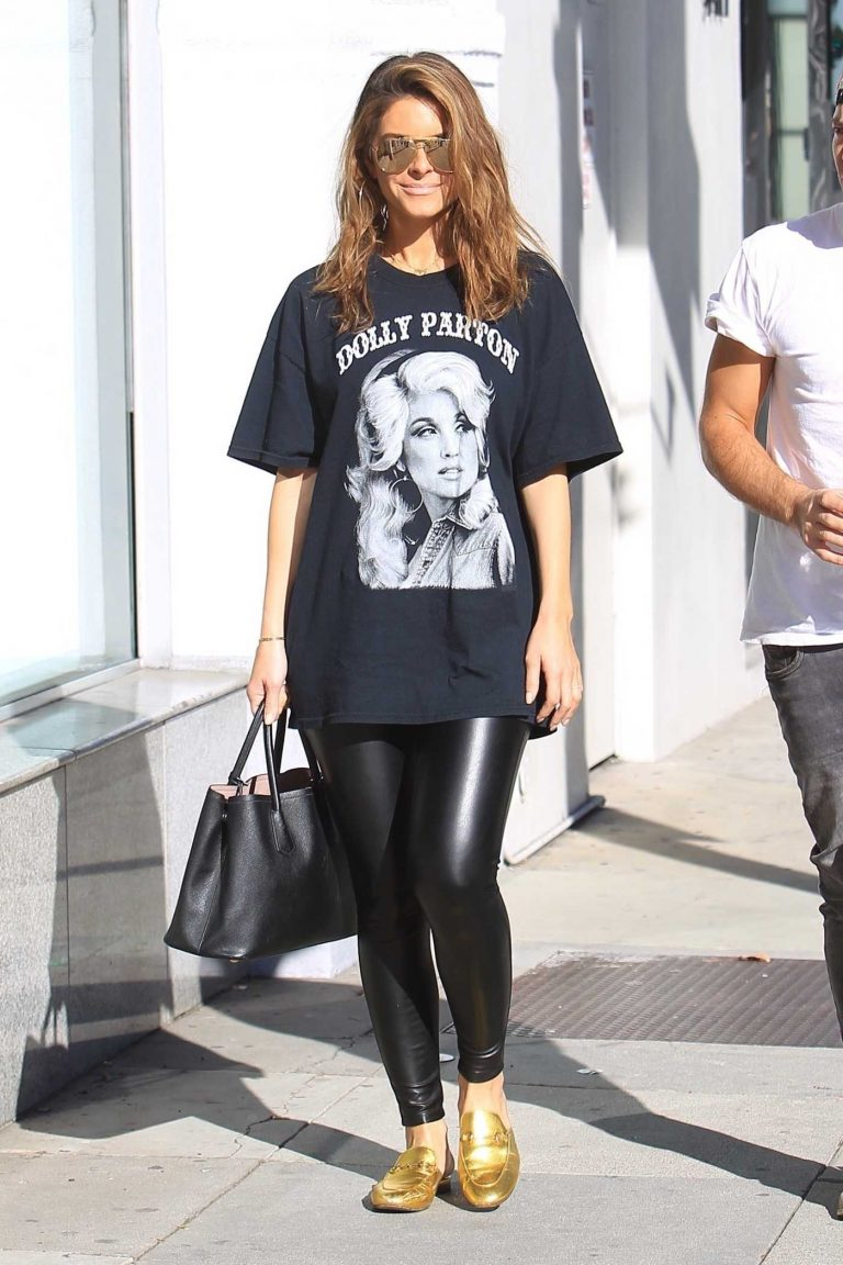 Maria Menounos Goes Shopping with a Unknown Male Friend in Beverly Hills 01/13/2018-1