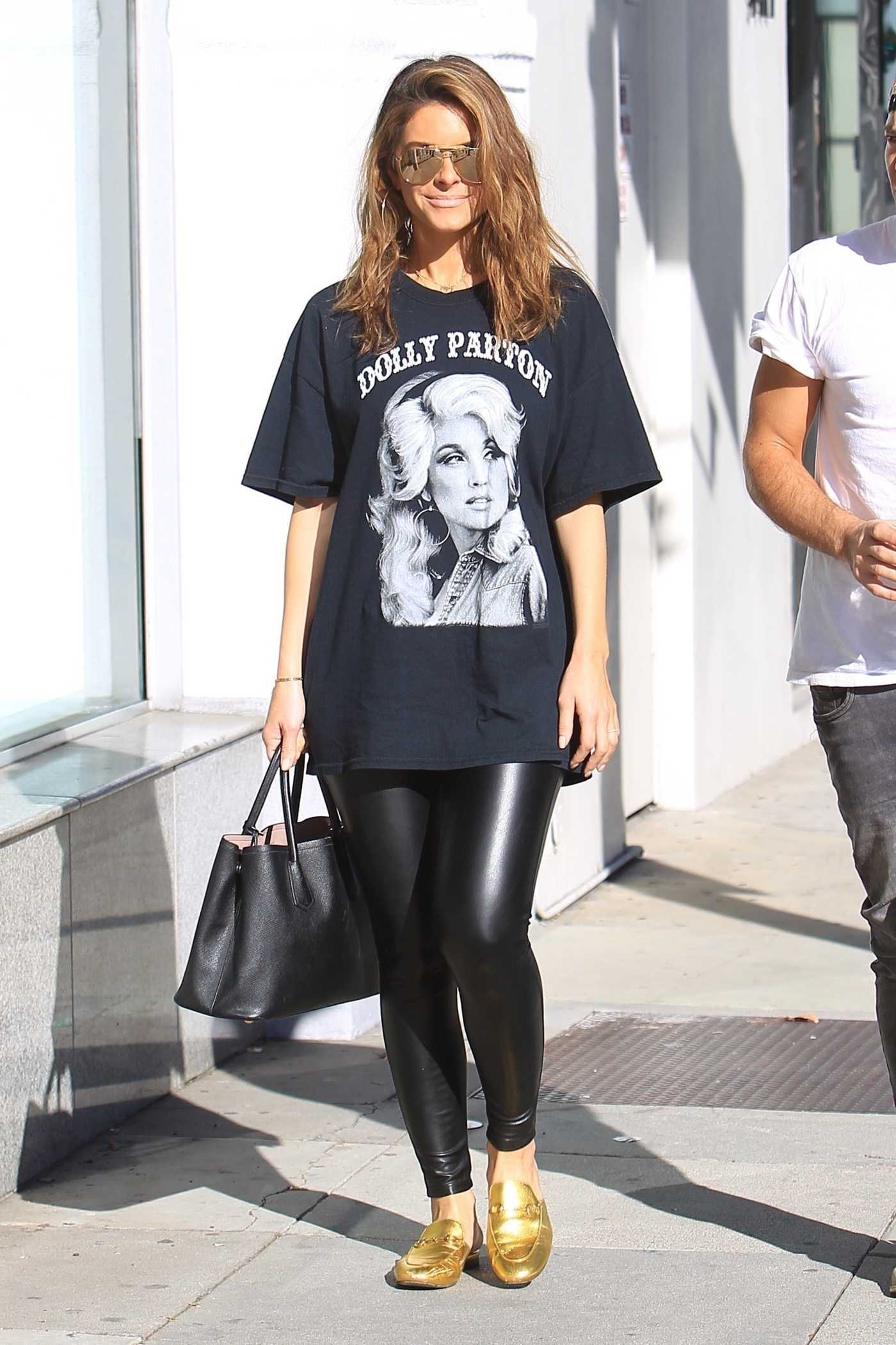 Maria Menounos Goes Shopping with a Unknown Male Friend in Beverly Hills 01/13/2018
