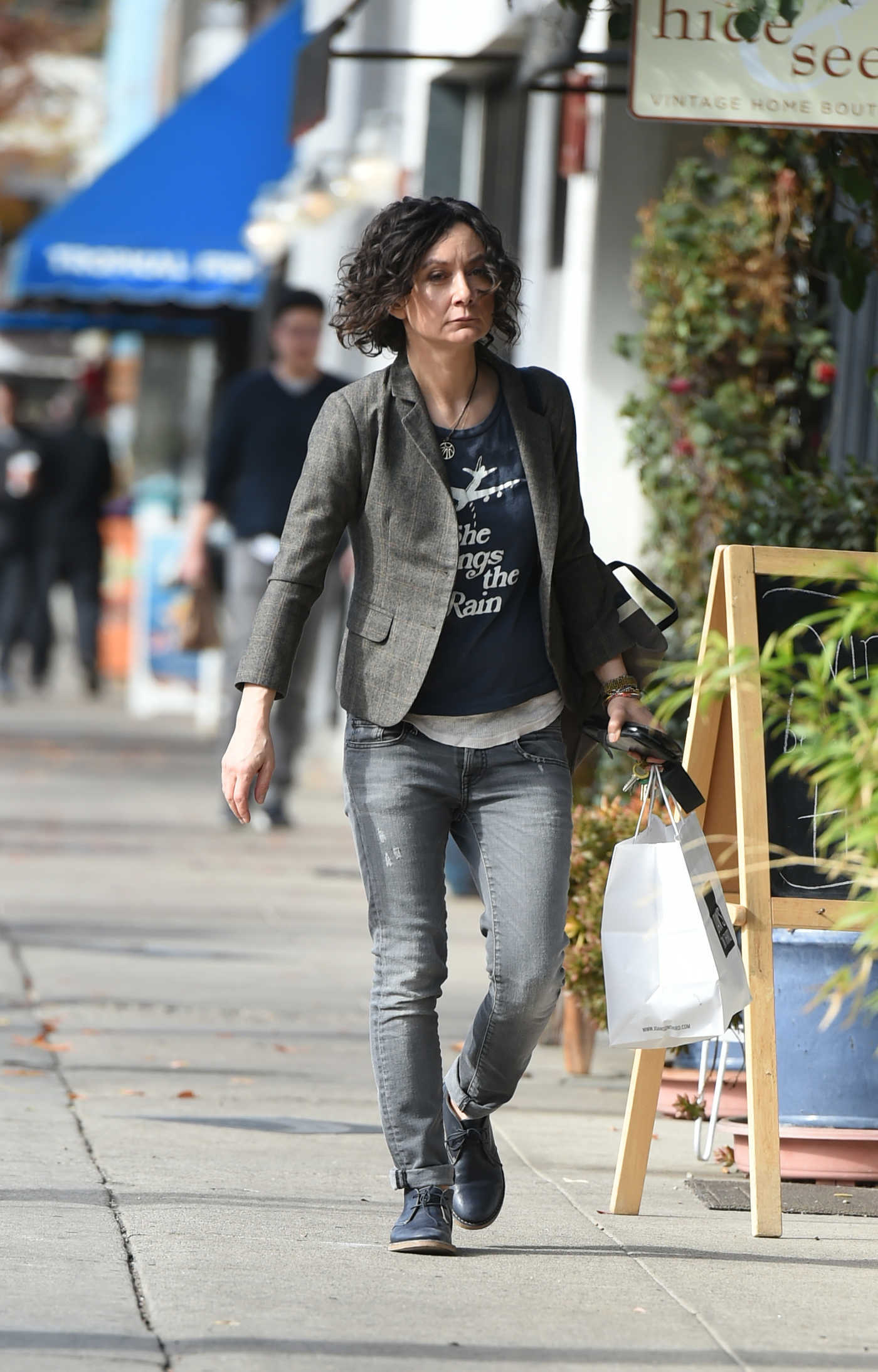 Sara Gilbert Goes Shopping Out in Los Angeles 01/02/2018