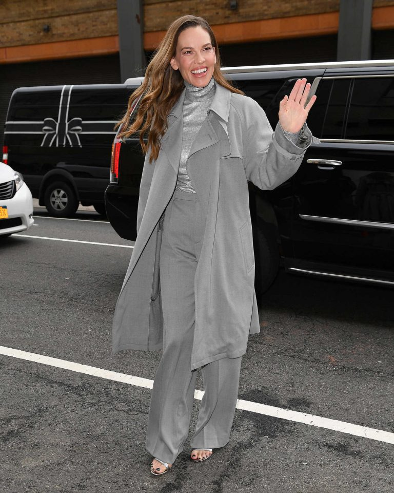 Hilary Swank Wears a Grey Coat Out in New York City 02/12/2018-1