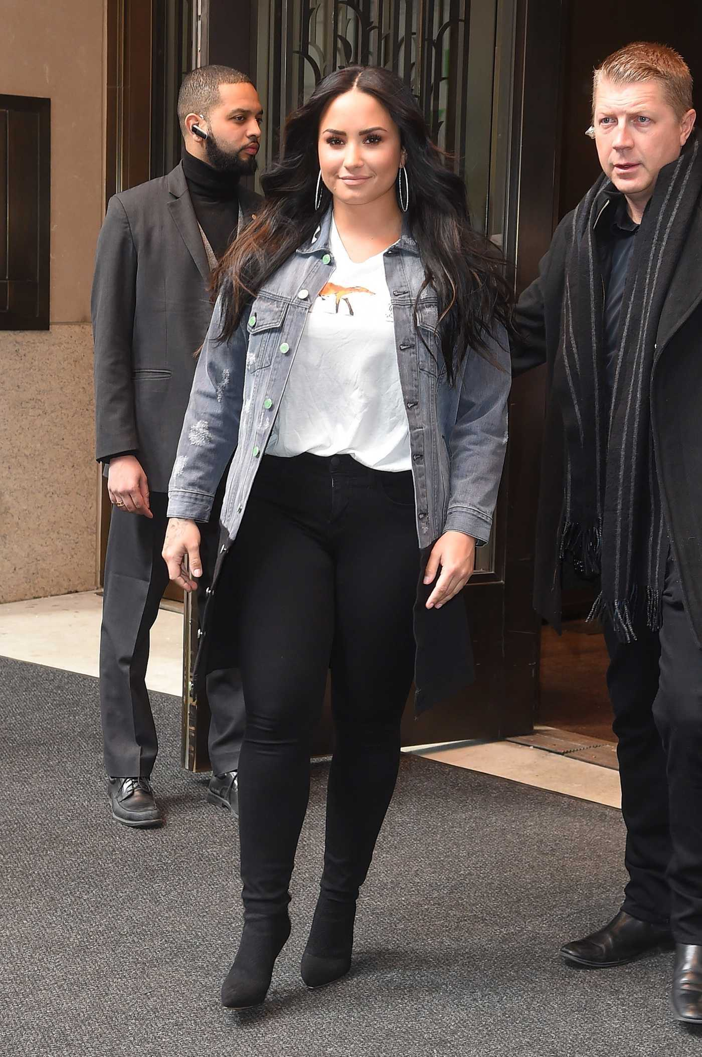 Demi Lovato Stops to Pose for Selfies with Fans Out in NYC 03/23/2018
