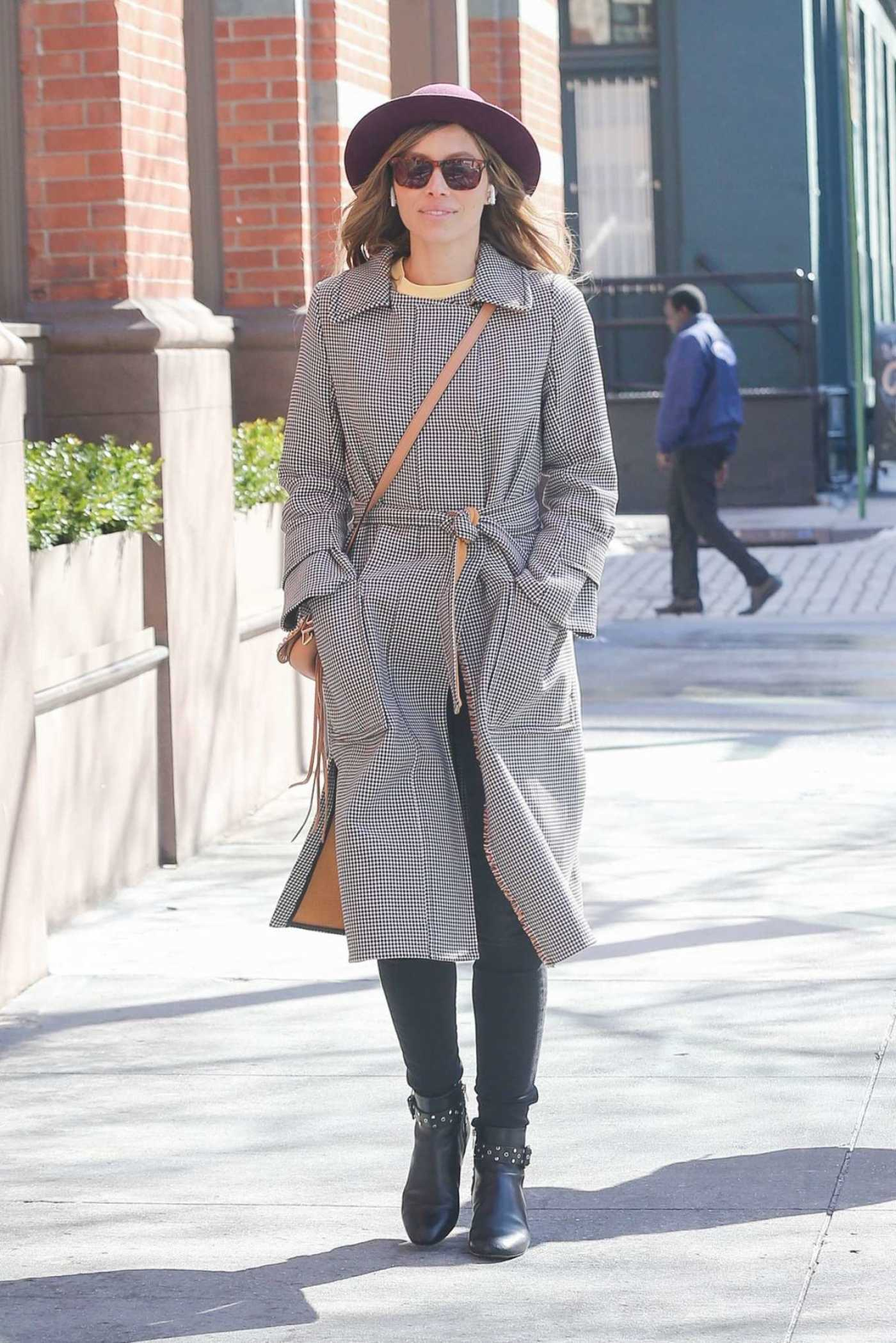 Jessica Biel Wears a Beige Hat Out in New York 03/22/2018