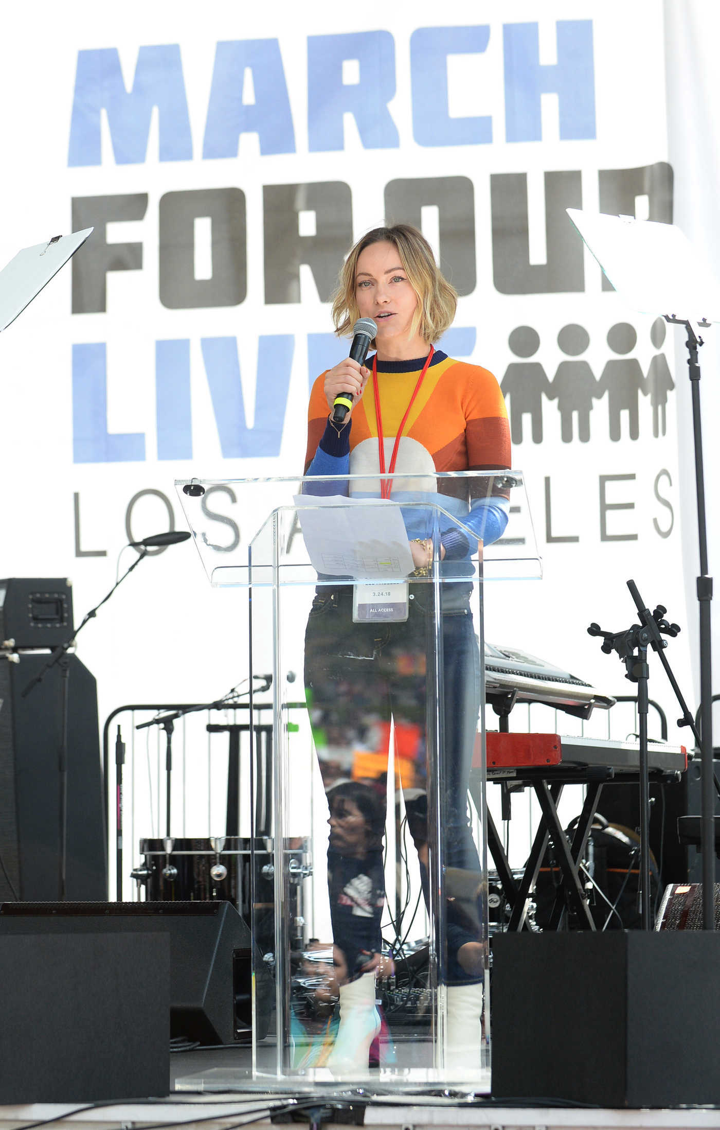 Olivia Wilde Performs at the March for Our Lives in Los Angeles 03/24/2018