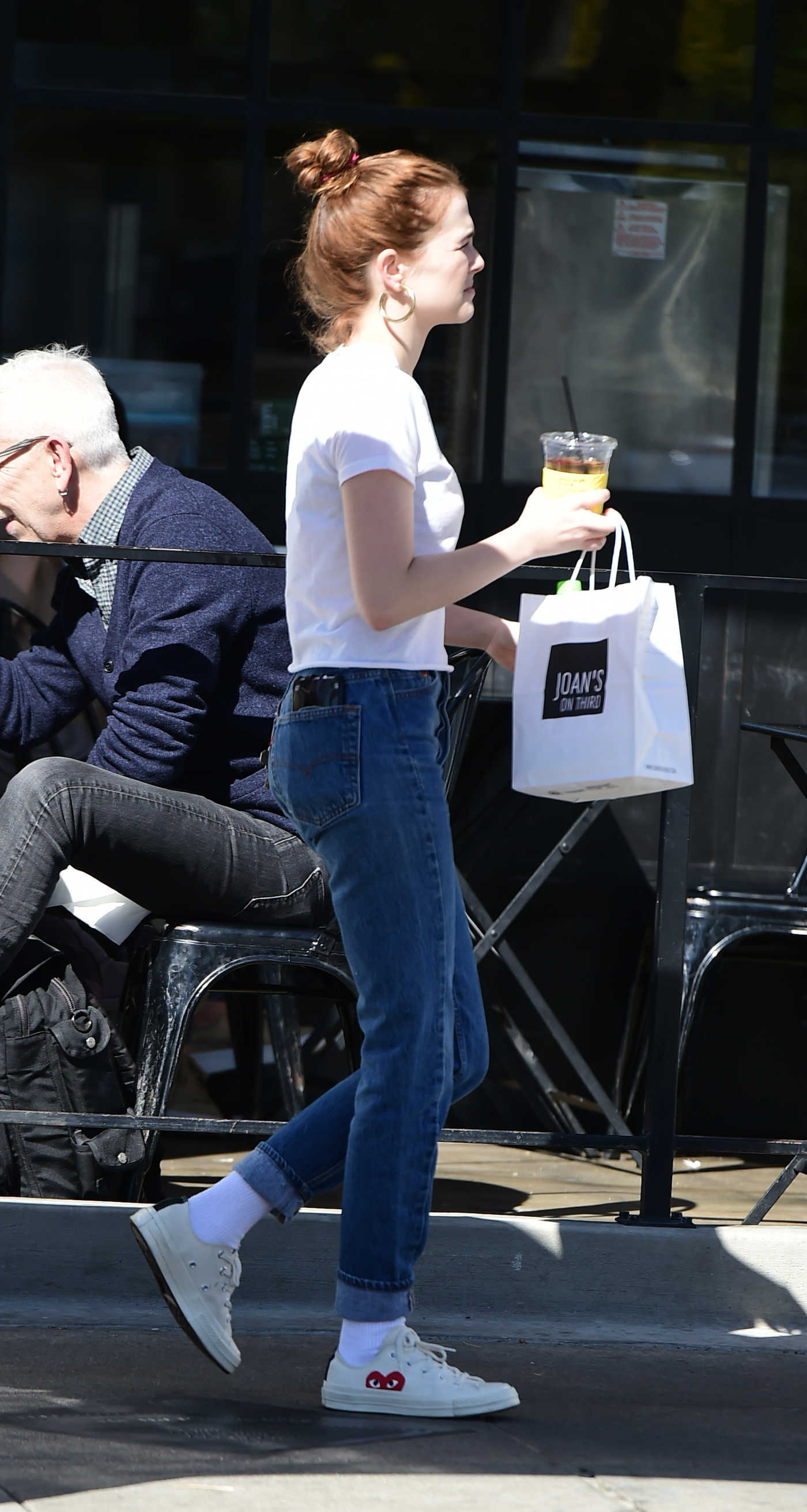 Zoey Deutch Grabs Some Takeaway Lunch in LA 03/26/2018