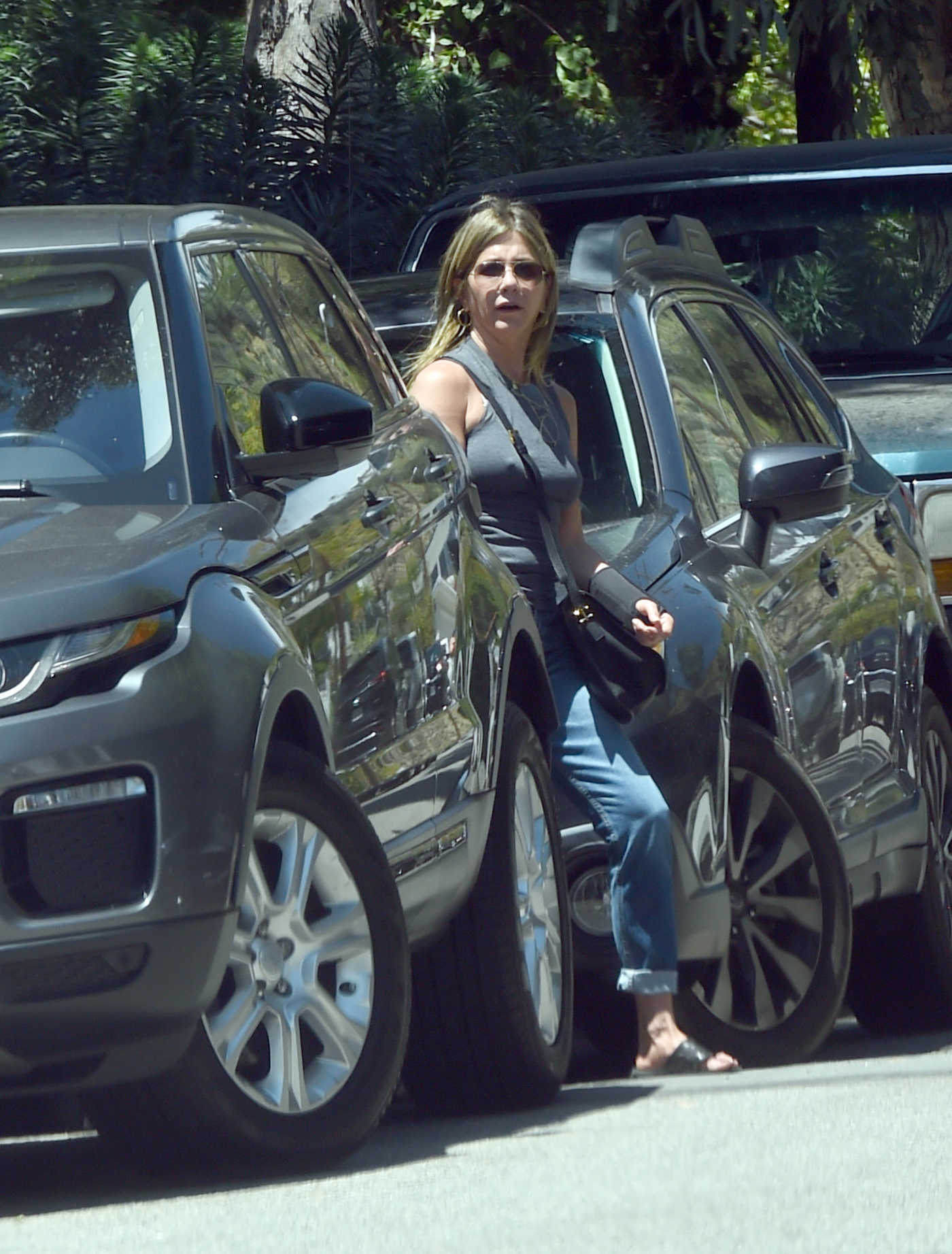 Jennifer Aniston Arrives at Jimmy Kimmel's Home for a Birthday Party in LA 04/22/2018