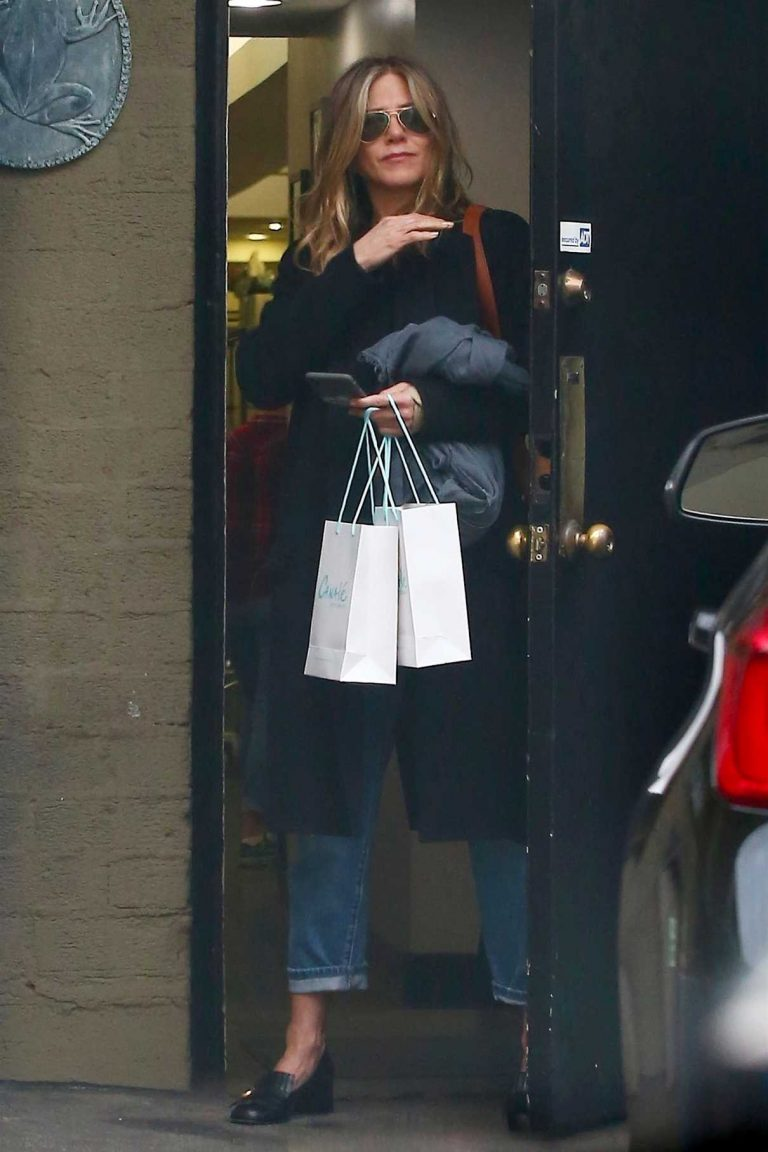 Jennifer Aniston Leaves the Canale Hair Salon in Beverly Hills 05/21/2018-1