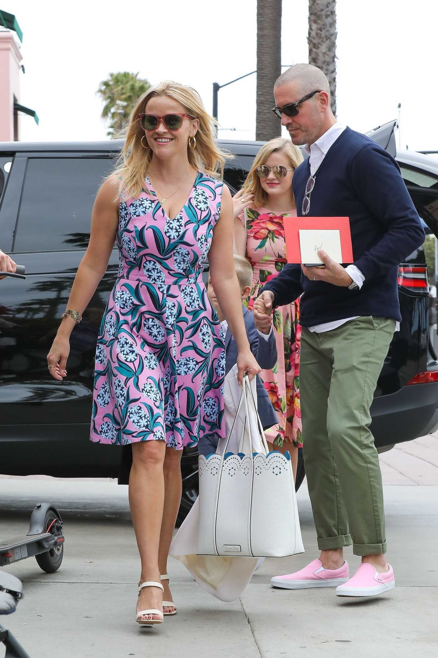 Reese Witherspoon Arrives Ivy at the Shore in Santa Monica 05/13/2018