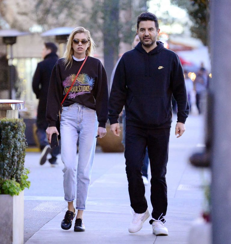 Stella Maxwell Was Spotted Out with a Friend in Los Angeles 05/01/2018-1