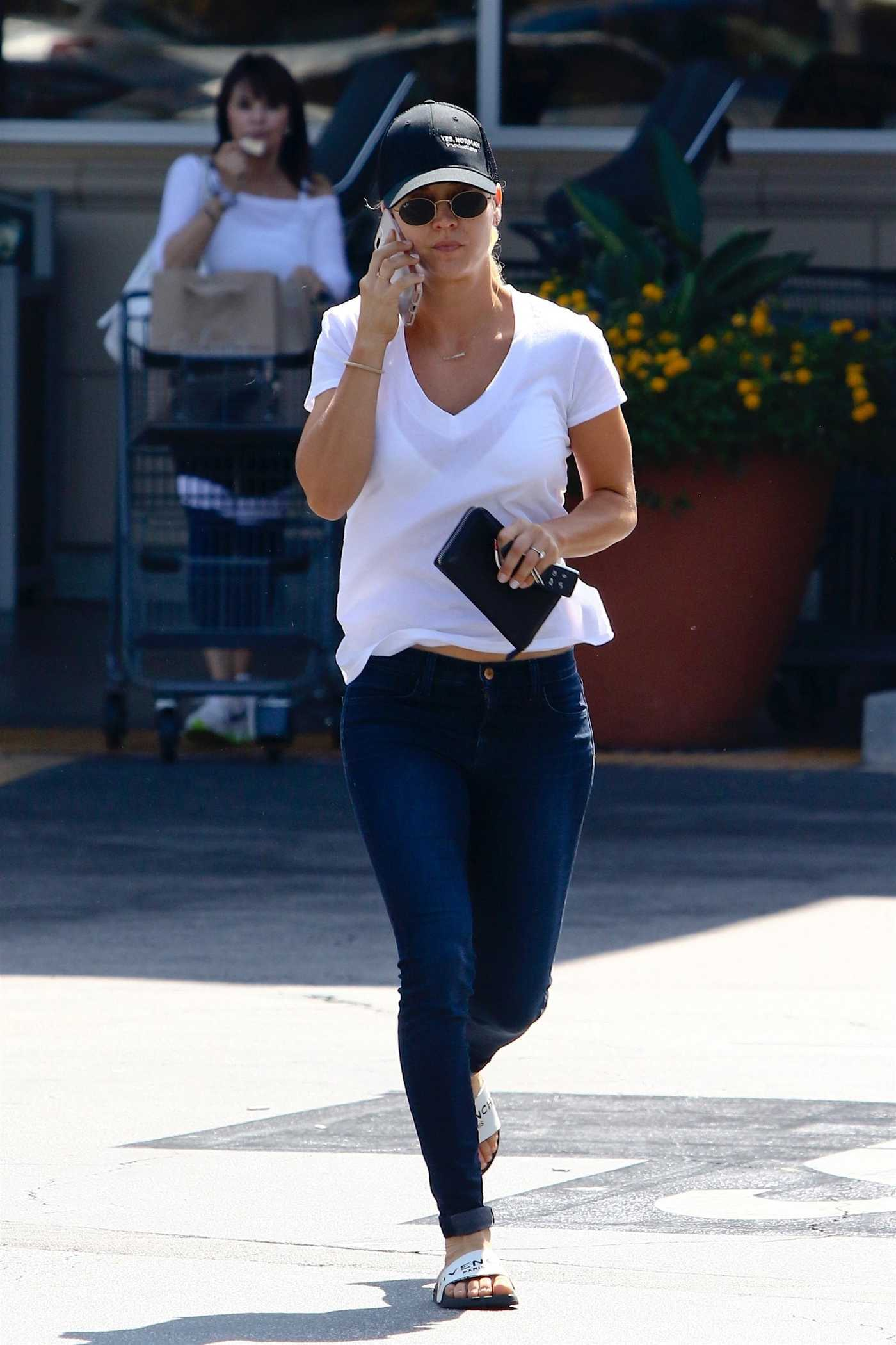 Kaley Cuoco Was Seen Out with Her Dog in LA 06/27/2018