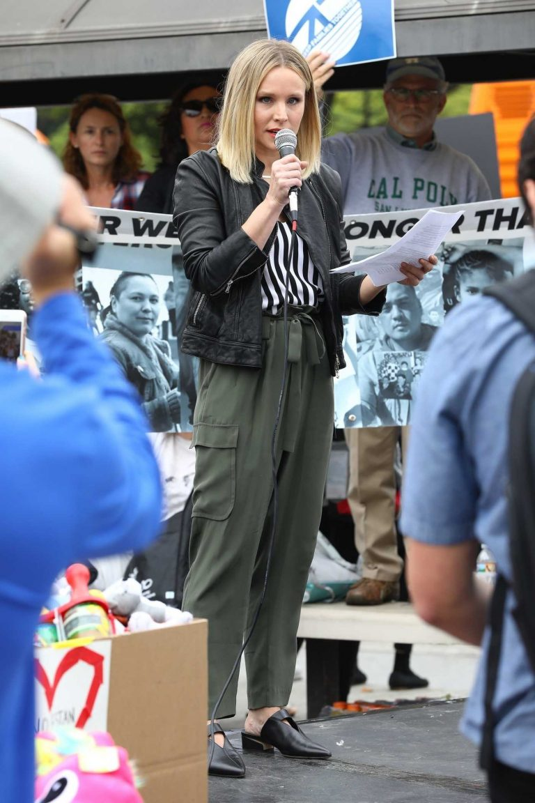 Kristen Bell Makes Powerful Speech at the Keep Families Together Rally and Toy Drive in Los Angeles 06/23/2018-1