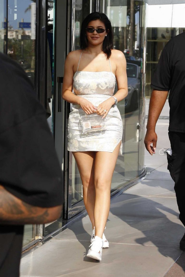 Kylie Jenner Was Seen Out in Cannes 06/20/2018-2