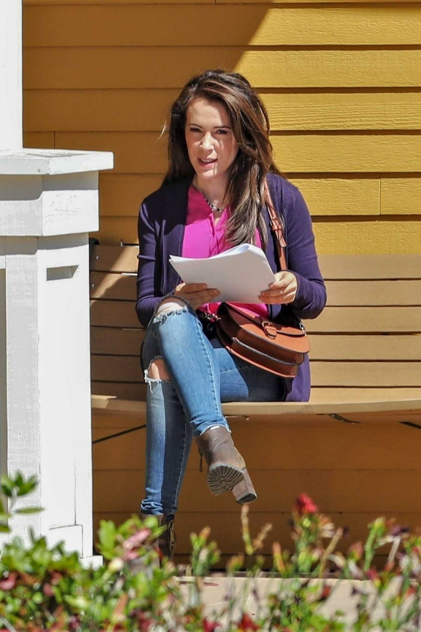 Alyssa Milano 2008 alyssa milano in a blue ripped jeans on the set of the
