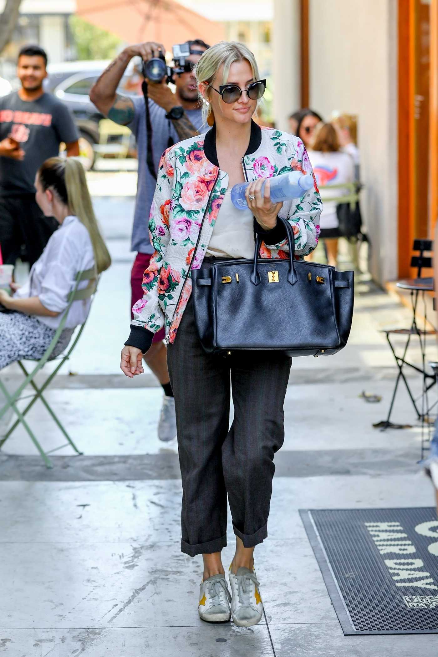 Ashlee Simpson in a Floral Print Bomber Jacket Goes to the Nine Zero One Hair Salon in Los Angeles 07/25/2018