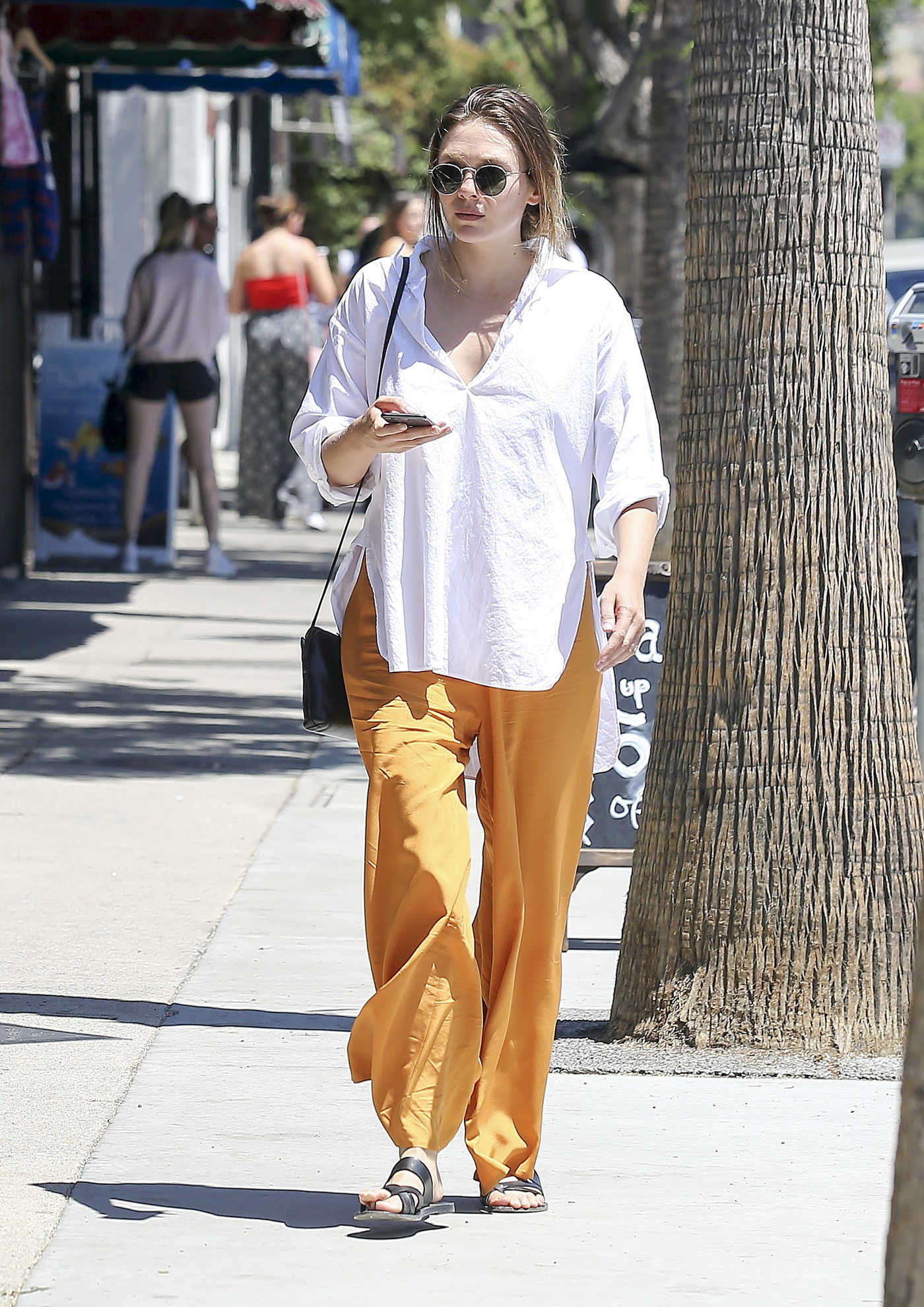 Elizabeth Olsen in a Yellow Pants Goes Shopping in Los Angeles 07/23/2018