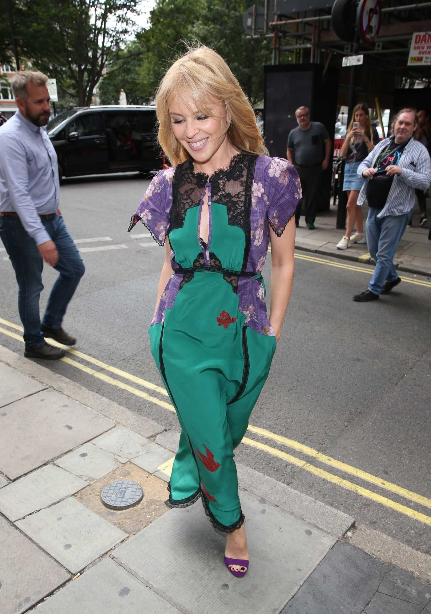 Kylie Minogue Arrives at the BBC Radio Studios in London 07/11/2018