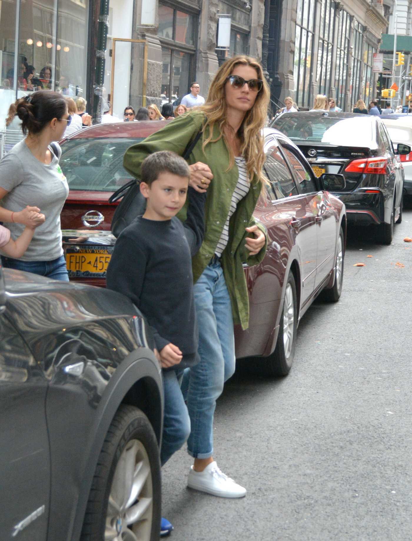 Gisele Bundchen in a Green Windbreaker Was Seen Out in NYC 08/20/2018