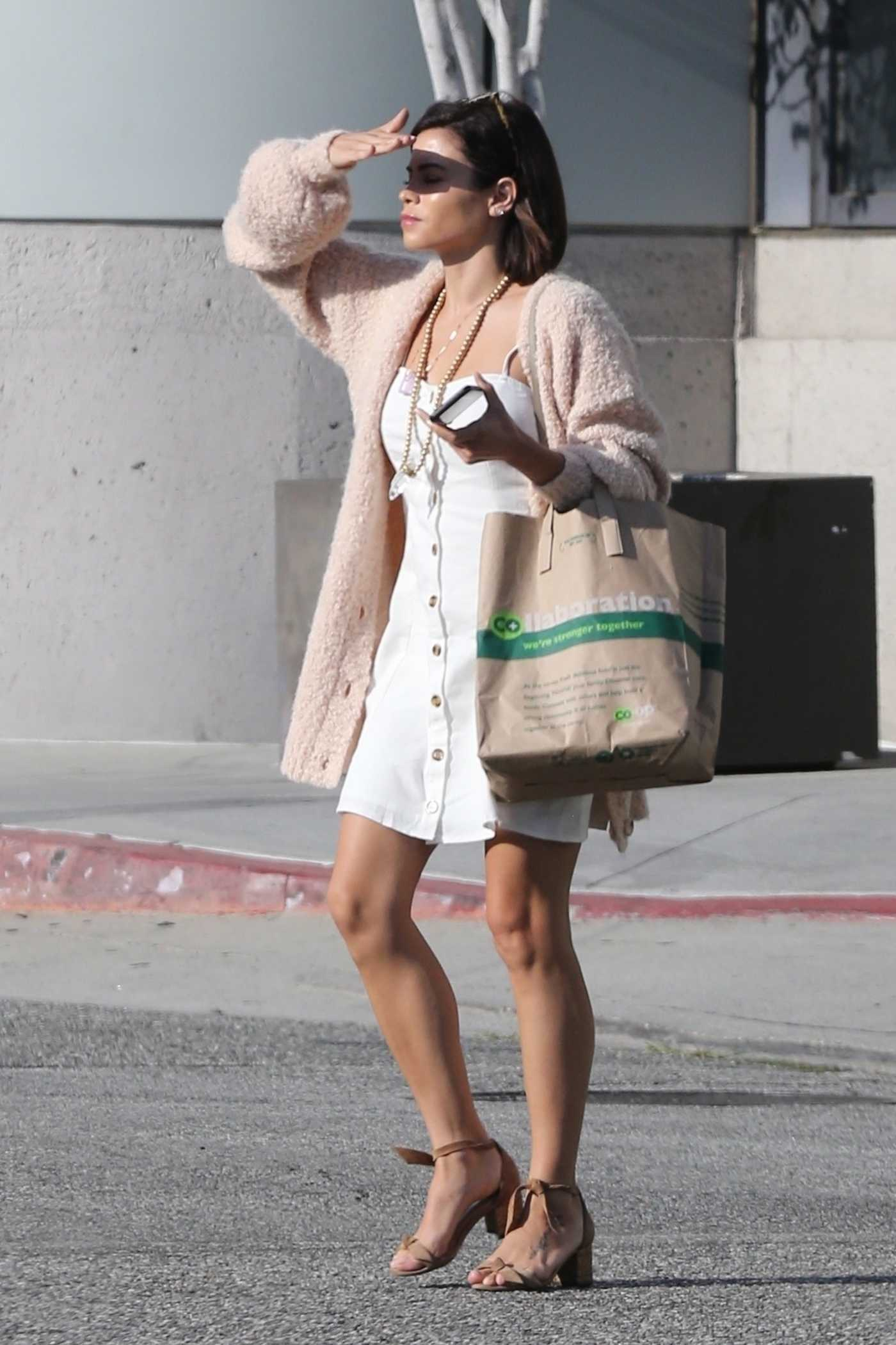 Jenna Dewan in a Beige Camisole Was Seen Out in Beverly Hills 08/19/2018