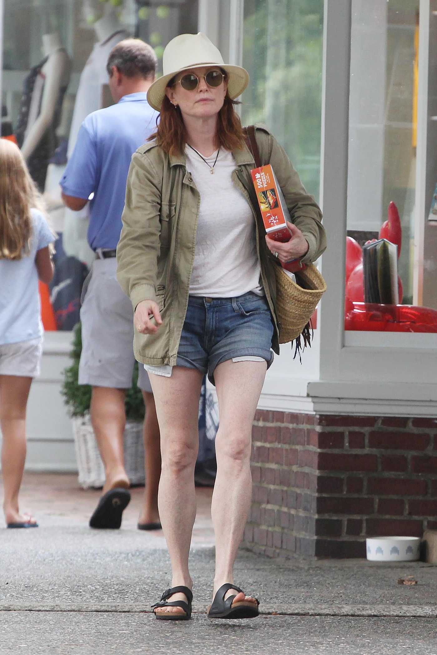 Julianne Moore Gets a 500 Piece Puzzle in Hamptons in New York 08/22/2018
