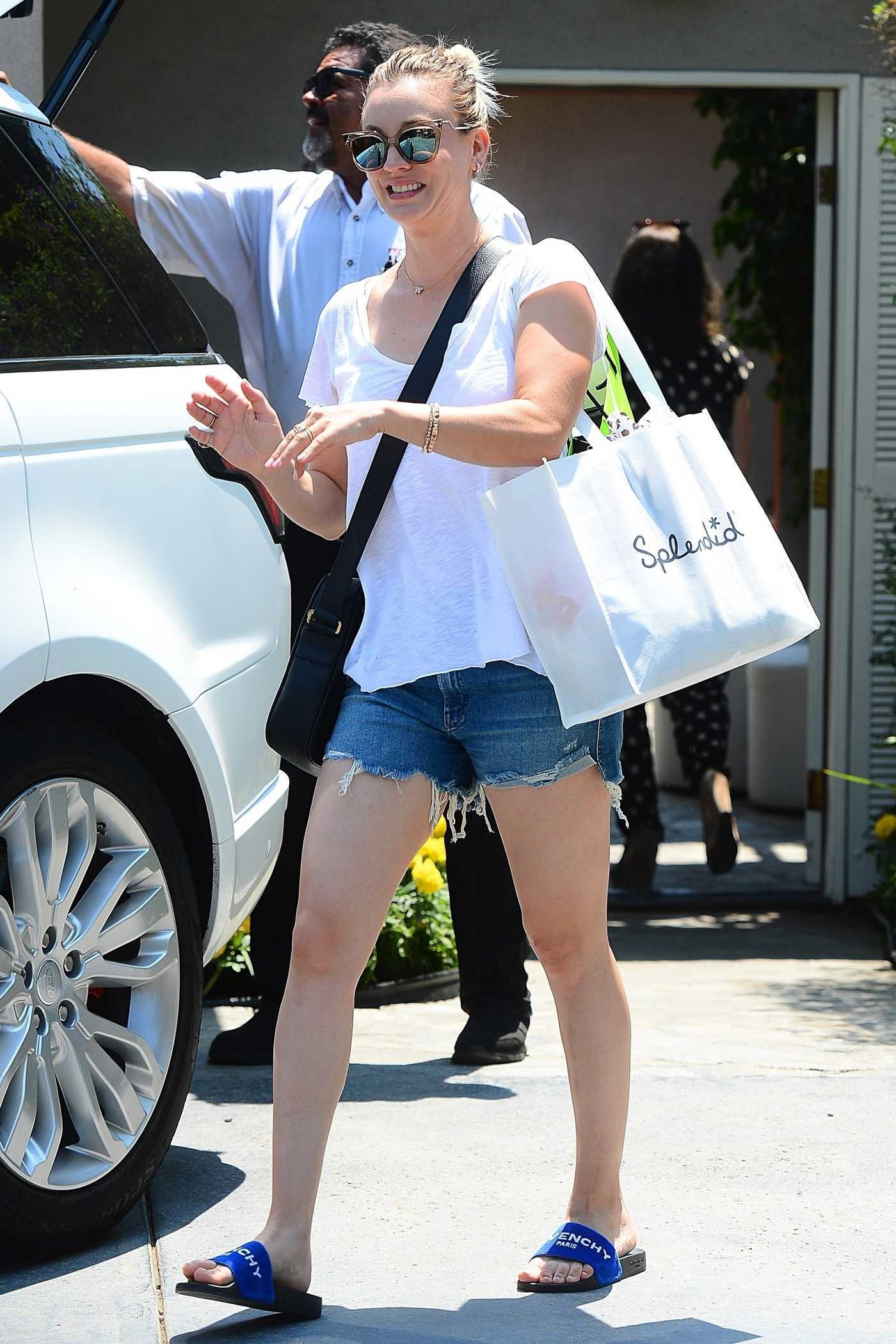 Kaley Cuoco in a White T-Shirt Was Seen Out in LA 08/12/2018