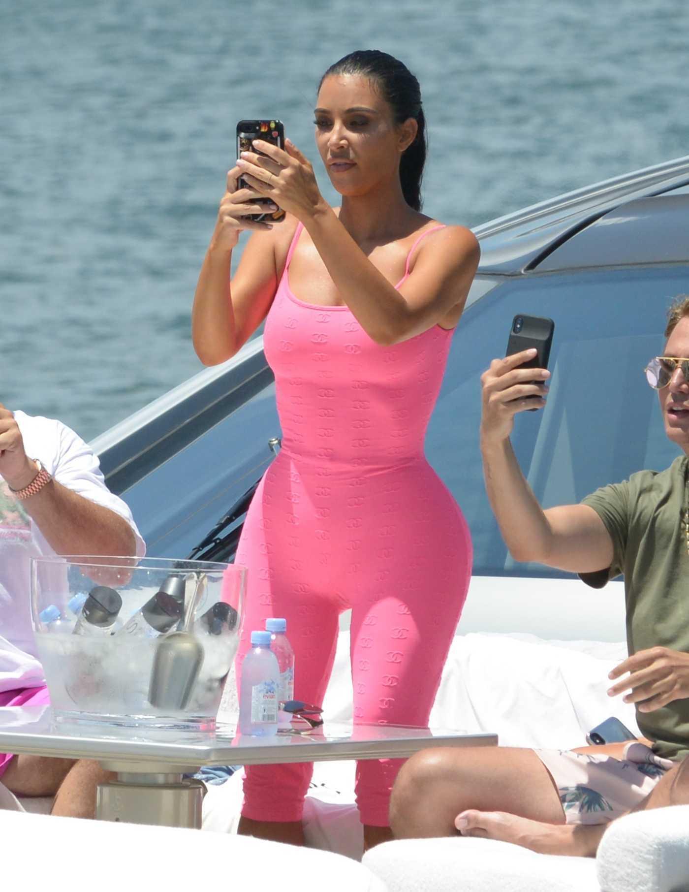 Kim Kardashian in all Pink on a Boat in Miami 08/16/2018