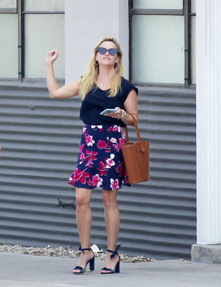 Reese Witherspoon in a Short Floral Skirt