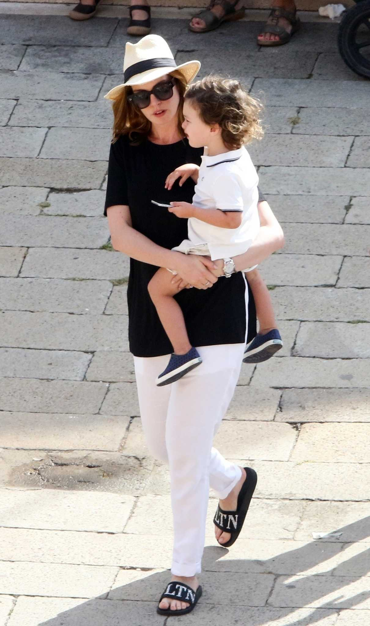 Anne Hathaway Was Spotted with Her Husband Adam Shulman and Son Out in Venice 09/02/2018