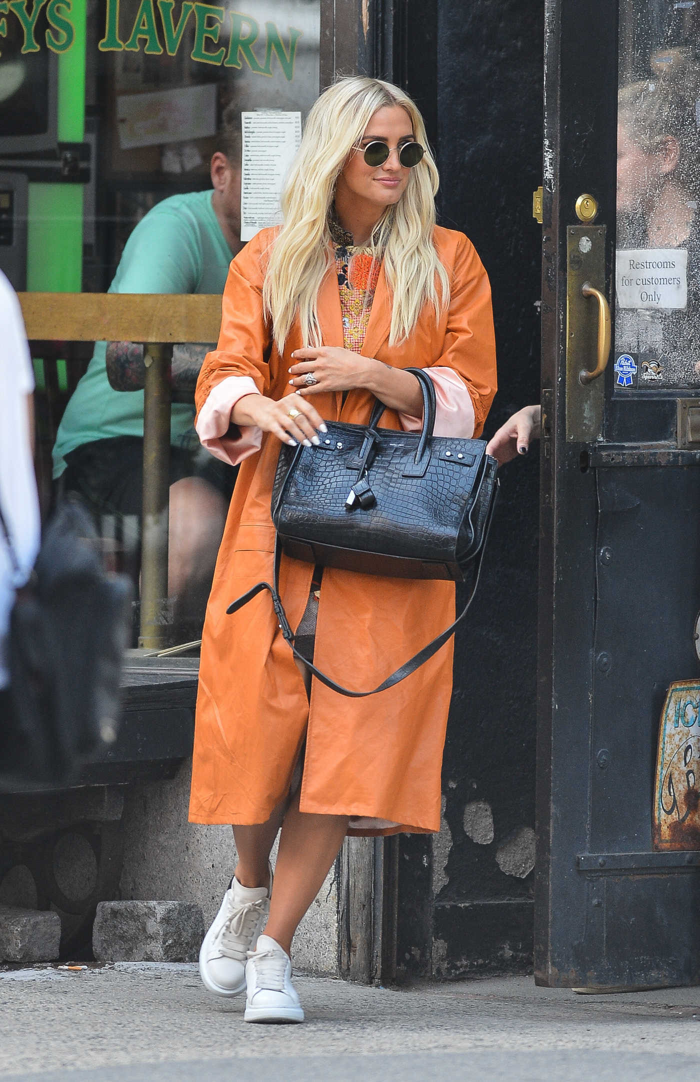 Ashlee Simpson in an Orange Trench Coat Was Seen Out in NYC 09/04/2018