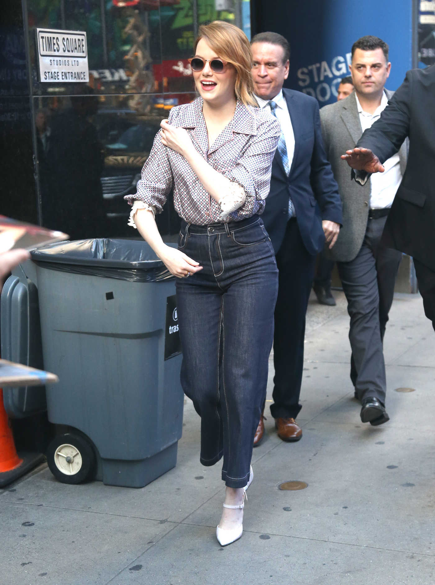 Emma Stone in a High Waisted Dark Jeans Was Seen Out in NYC 09/19/2018