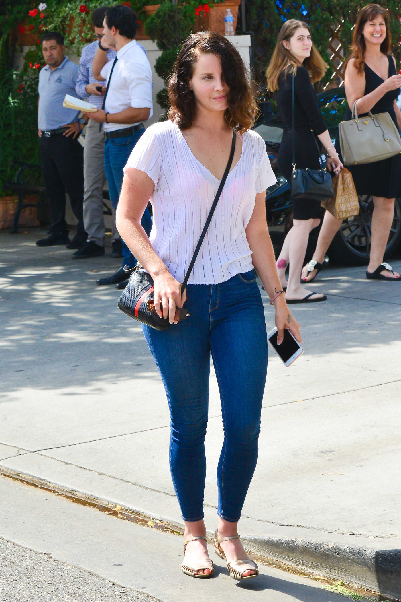 Lana Del Rey in a Blue Slim Jeans Was Seen Out in Beverly Hills 09/20/2018