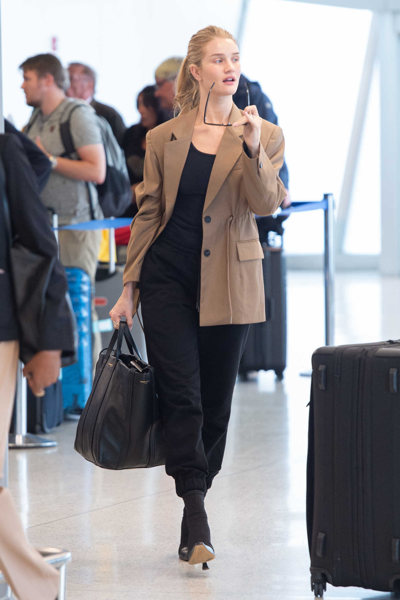 Rosie Huntington-Whiteley in a Beige Jacket Arrives at JFK Airport in NYC 09/11/2018