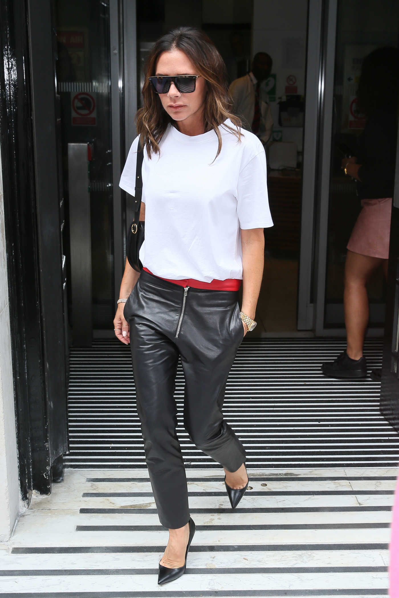 Victoria Beckham in a White T-Shirt Arrives at BBC Radio 2 Studios in London 09/04/2018