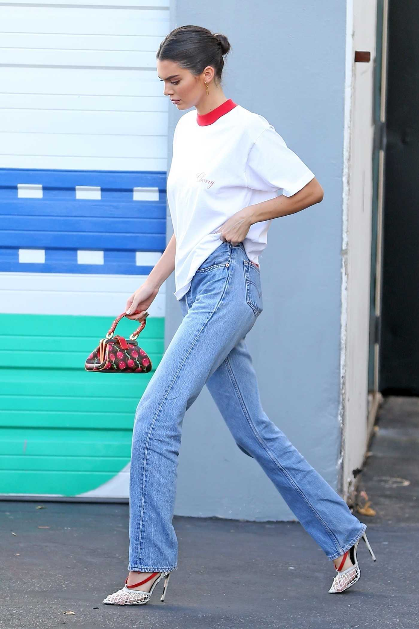 Kendall Jenner in a White T-Shirt Leaves the Studio in Los Angeles 10/08/2018