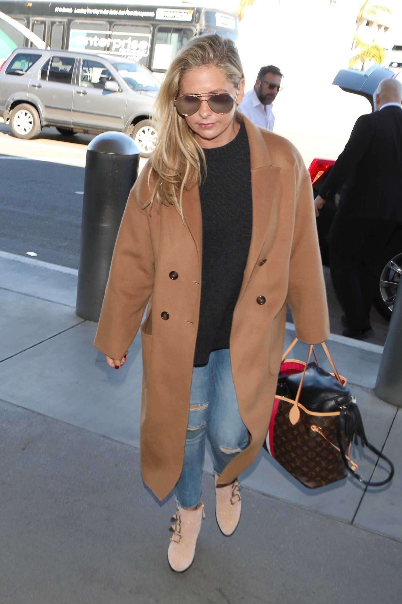 Sarah Michelle Gellar in a Beige Coat Arrives at LAX Airport in Los Angeles 10/17/2018