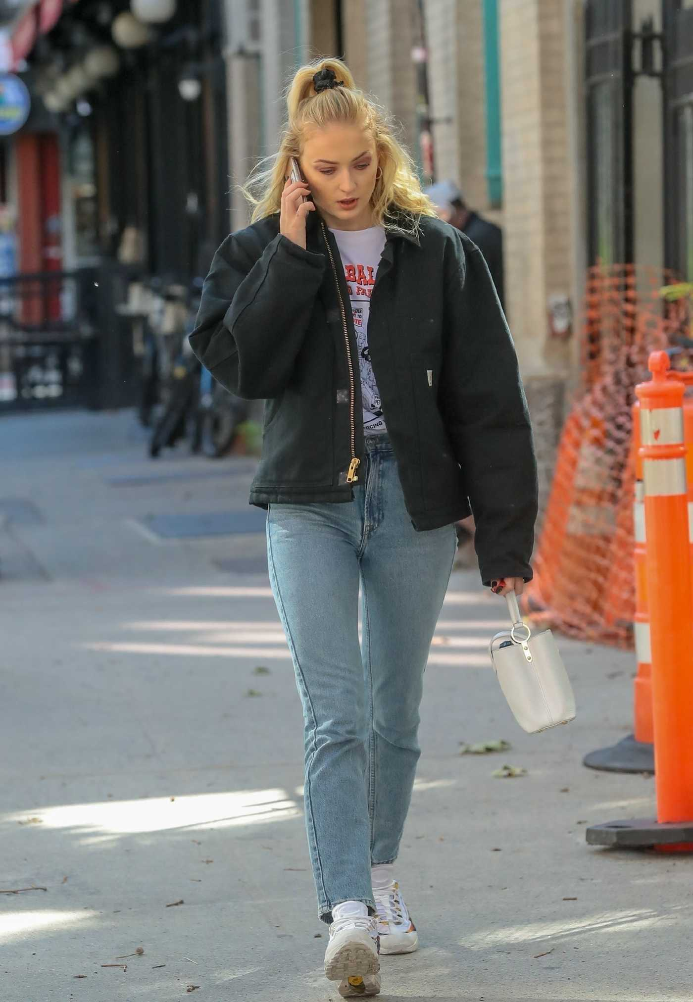 Sophie Turner in a Blue Jeans Was Seen Out in New York 10/12/2018