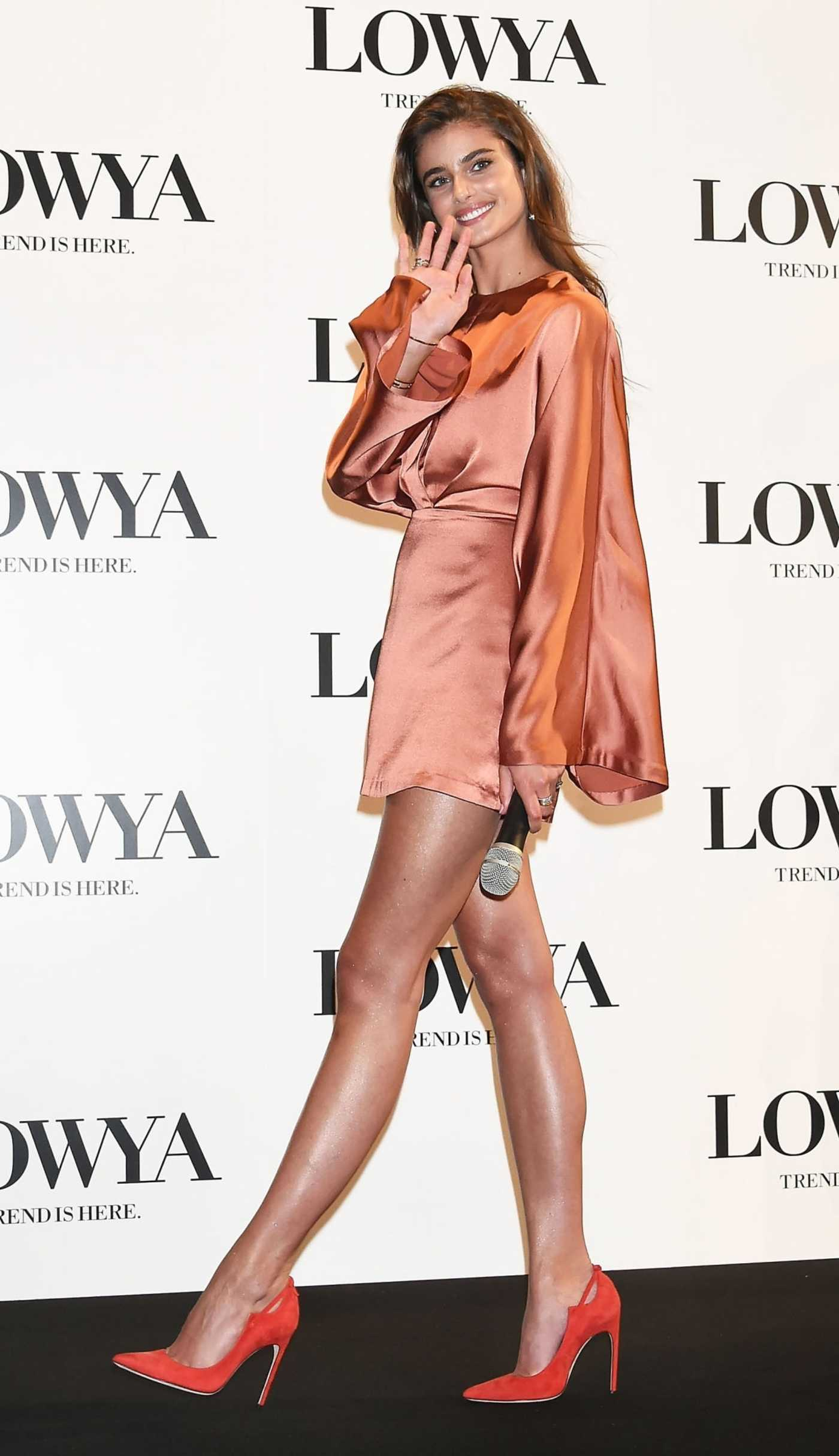 Taylor Hill Attends the Furniture and Lifestyle Brand Lowya Press Conference in Tokyo 10/09/2018