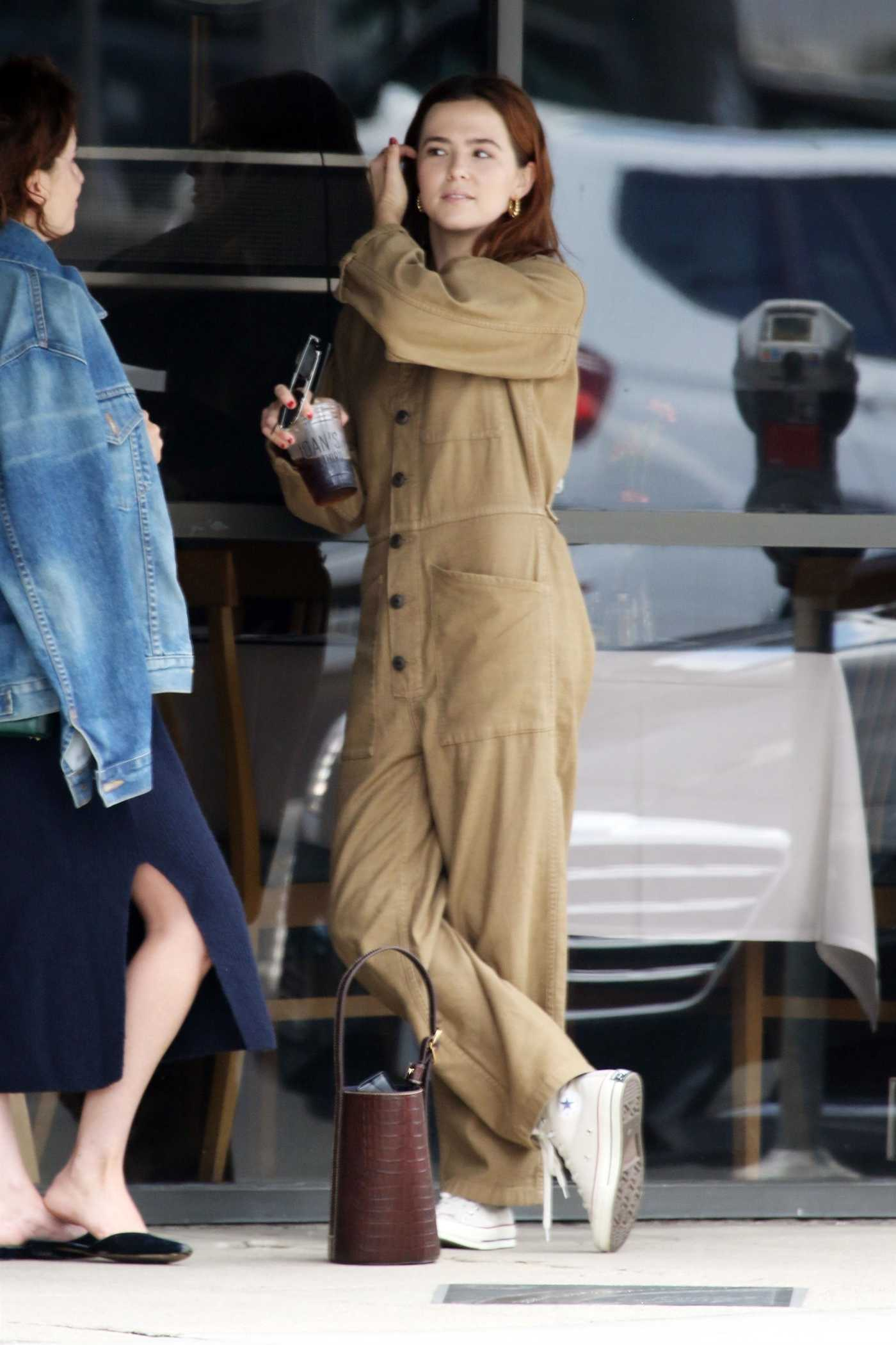 Zoey Deutch in a Beige Overalls Was Seen Out in Los Angeles 10/04/2018