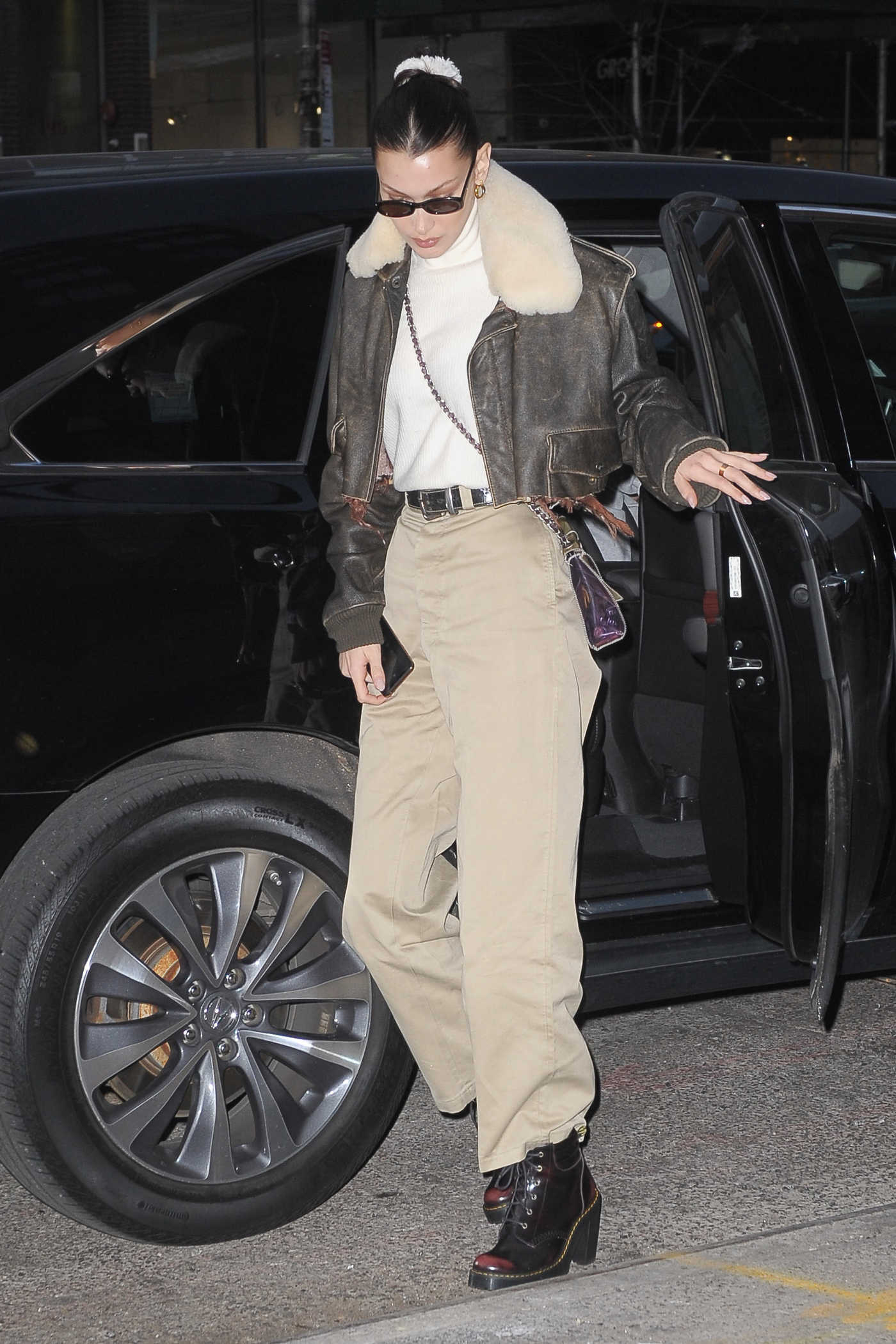 Bella Hadid in a Beige Trousers Was Seen Out in New York 11/14/2018