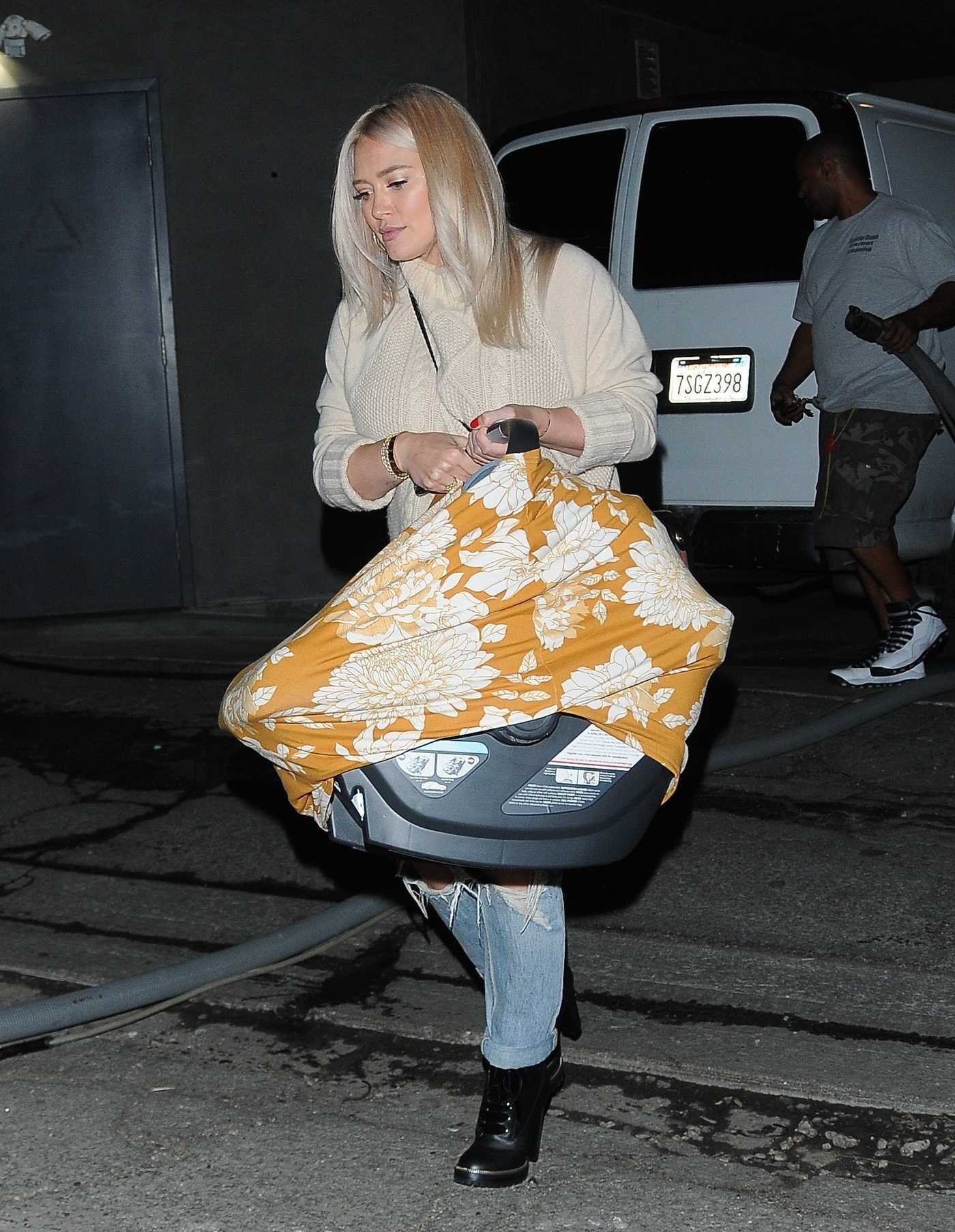 Hilary Duff in a Beige Sweater Leaves the Nine Zero One Salon in West Hollywood 11/26/2018