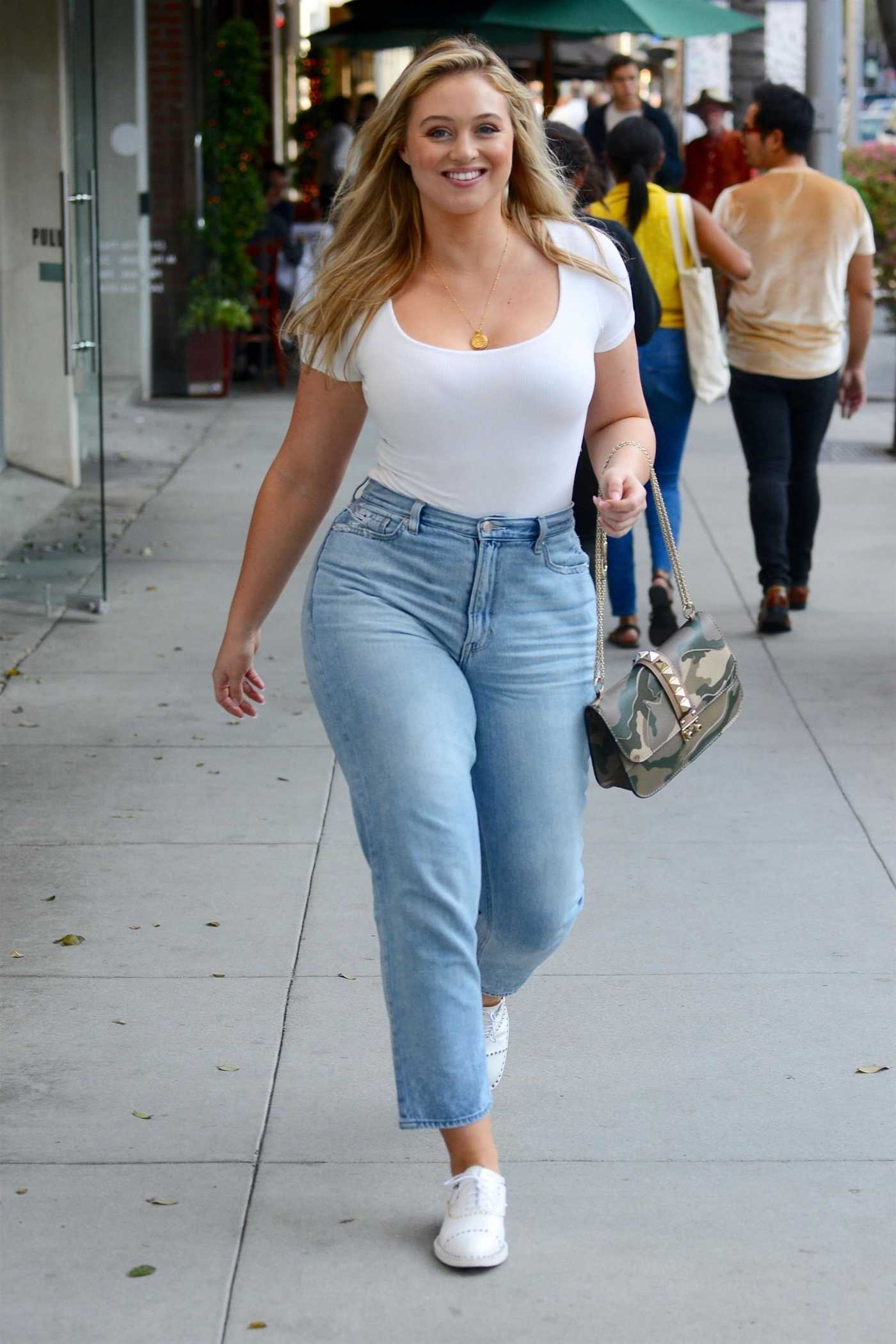 Iskra Lawrence in a Blue Jeans Out for Shopping in Beverly Hills 11/16/2018