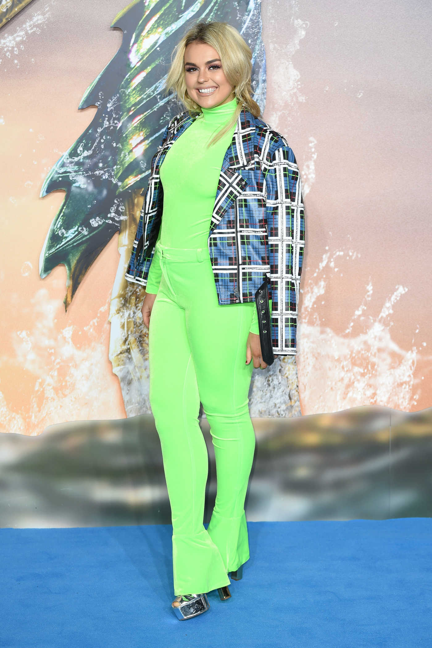 Tallia Storm Attends Aquaman Premiere in London 11/26/2018