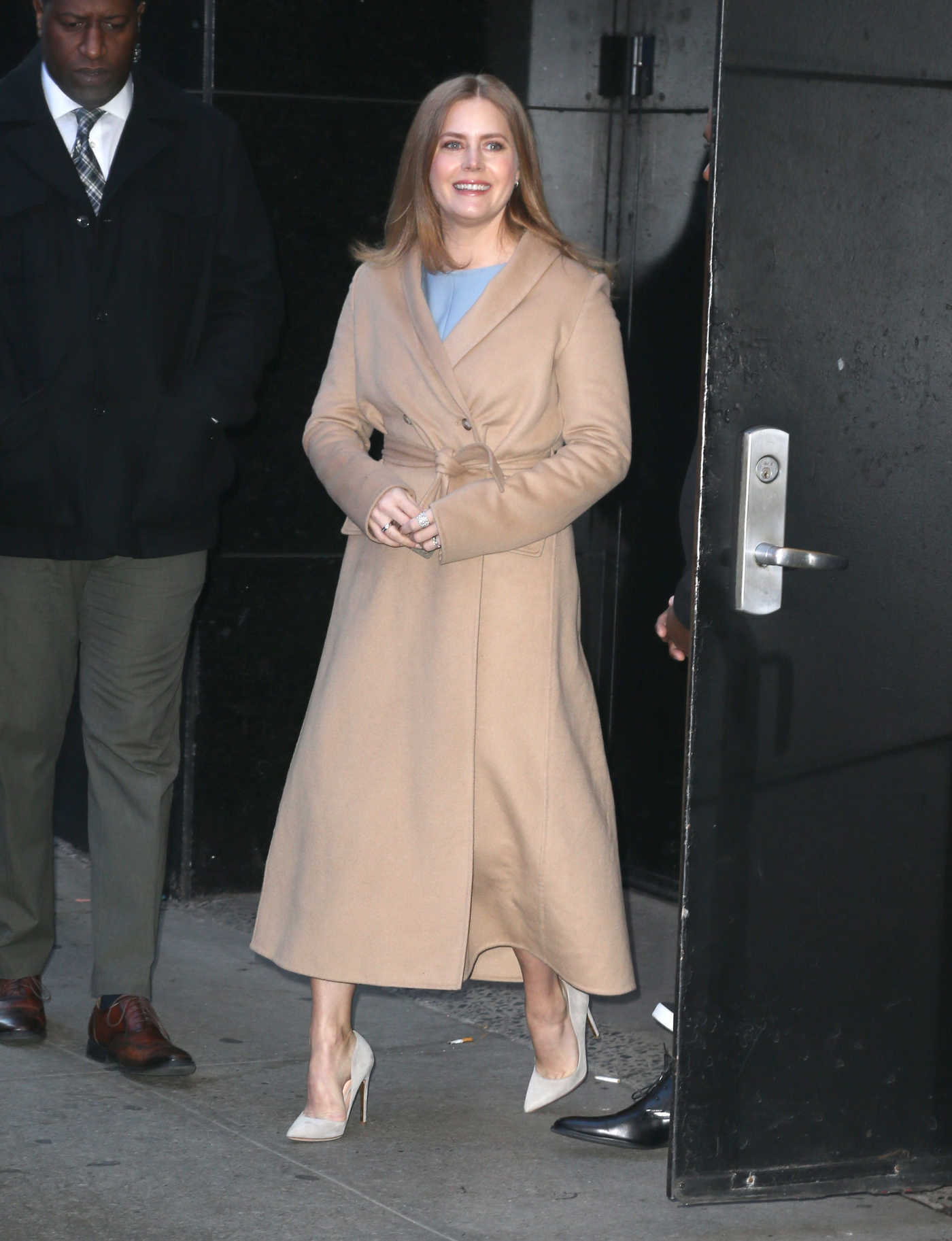 Amy Adams in a Beige Coat Arrives at Good Morning America in NYC 12/19/2018