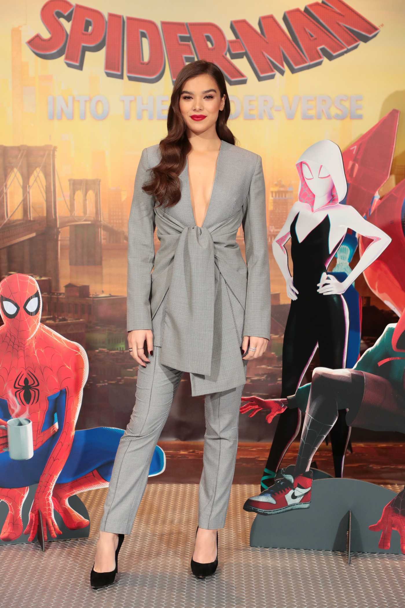 Hailee Steinfeld Attends Spider-Man: Into the Spiderverse Photocall in Los Angeles 11/30/2018