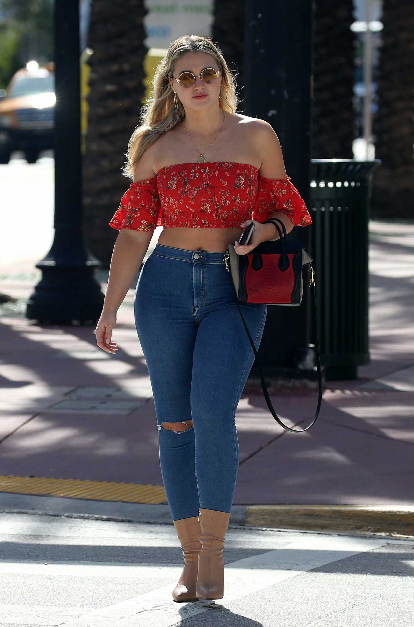 Iskra Lawrence in a Red Blouse Was Seen Out in Miami 12/11/2018