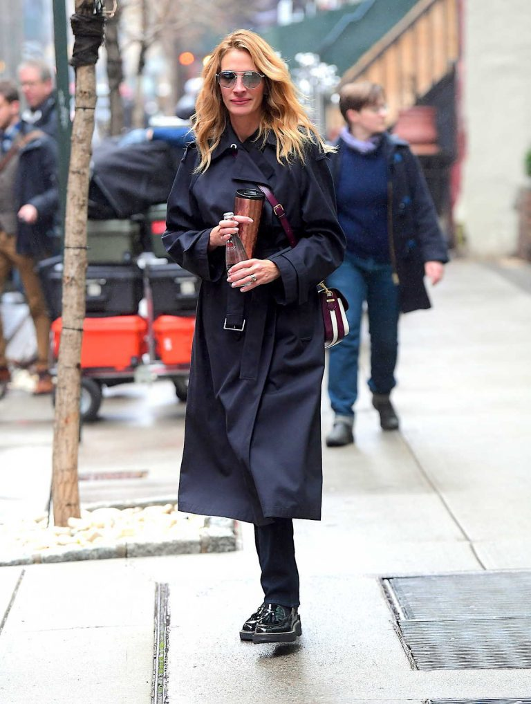 Julia Roberts in a Black Trench Coat