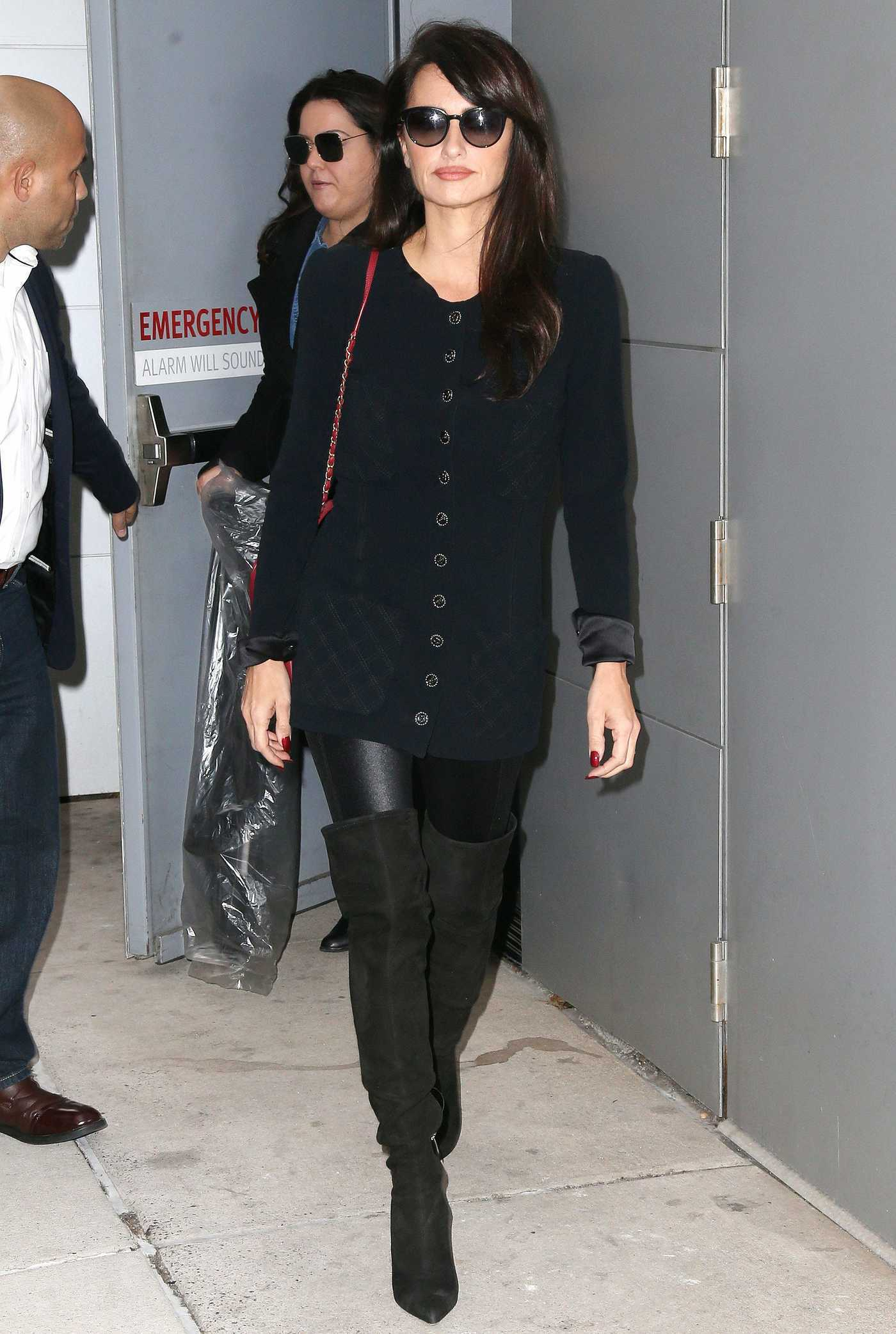 Penelope Cruz in a Black Coat Was Seen Out in New York 12/05/2018