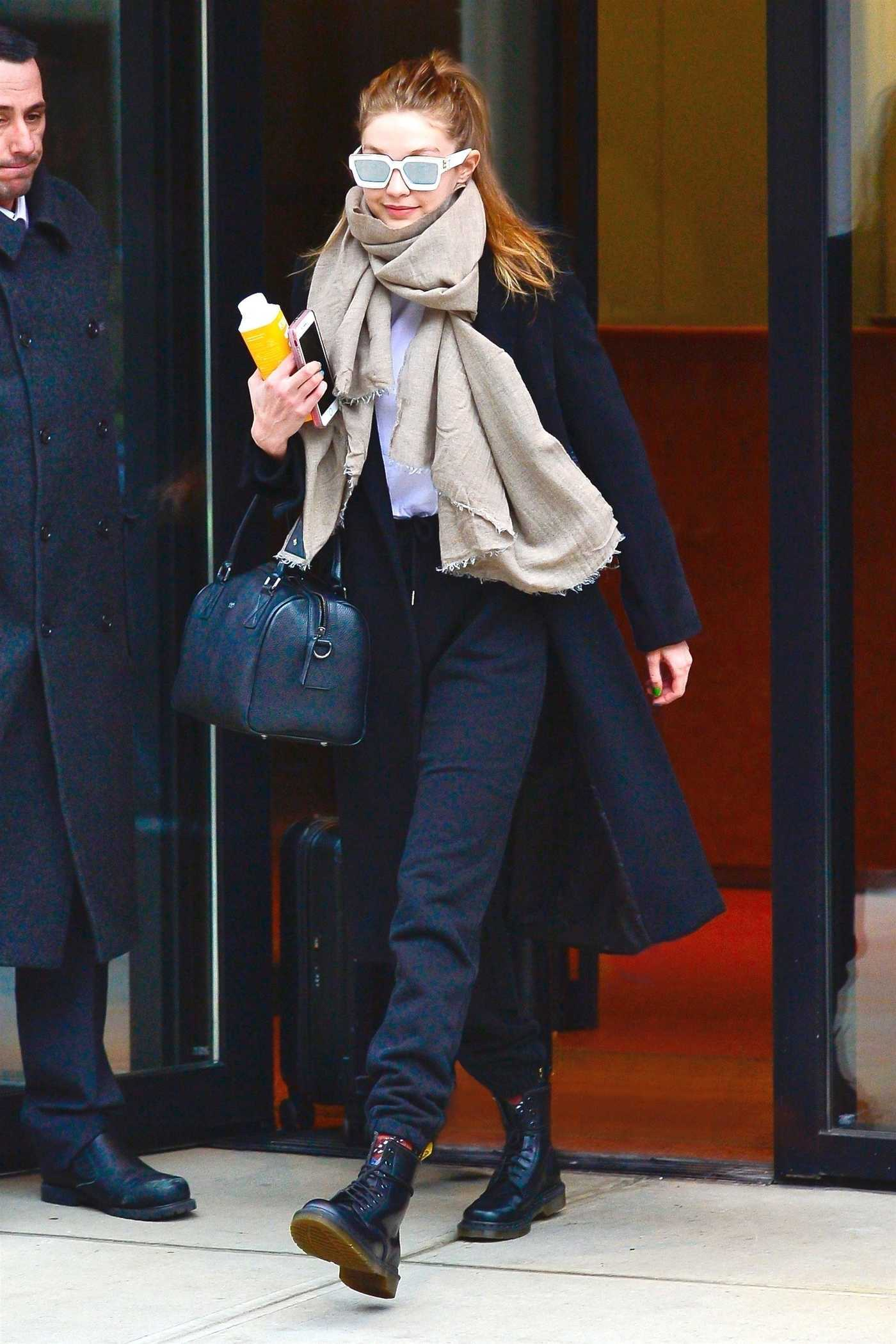 Gigi Hadid in a Black Coat Was Seen Out in NYC 01/23/2019