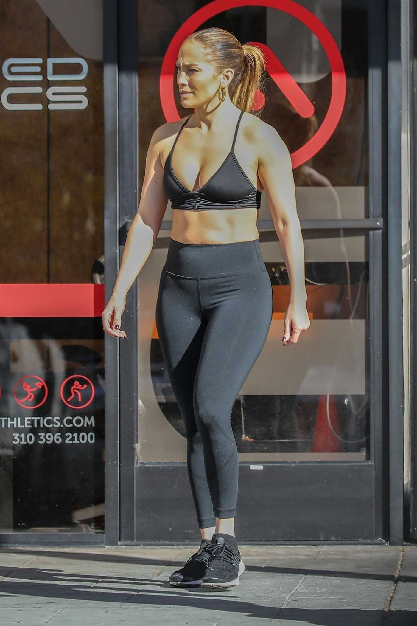 Jennifer Lopez in a Black Leggings Attends a Gym in Venice Beach 01/01/2019
