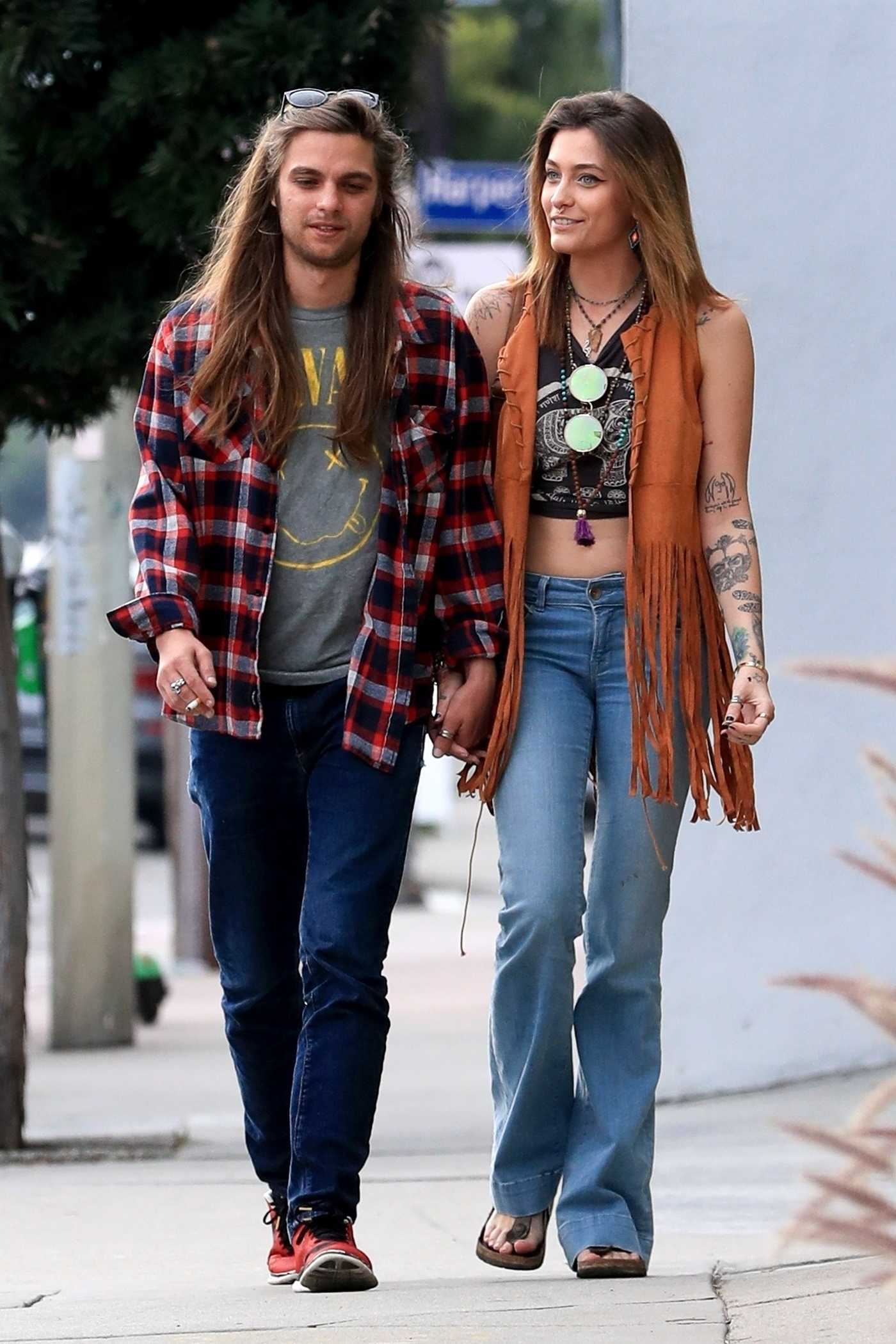 Paris Jackson Was Spotted With A Mystery Man On Melrose Avenue In West Hollywood 01 29 2019 Celebrity Wiki Onceleb Wiki